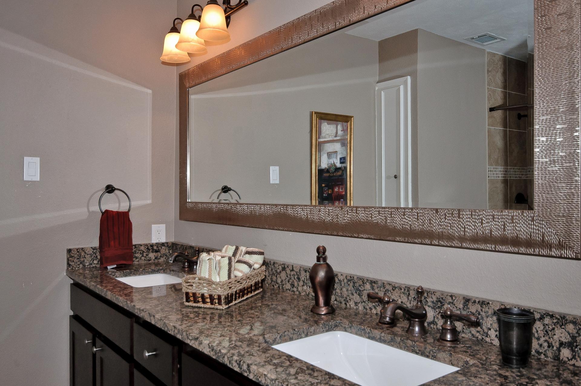 10414 Carry Back Cir Mast Bath Dual Sinks.jpg