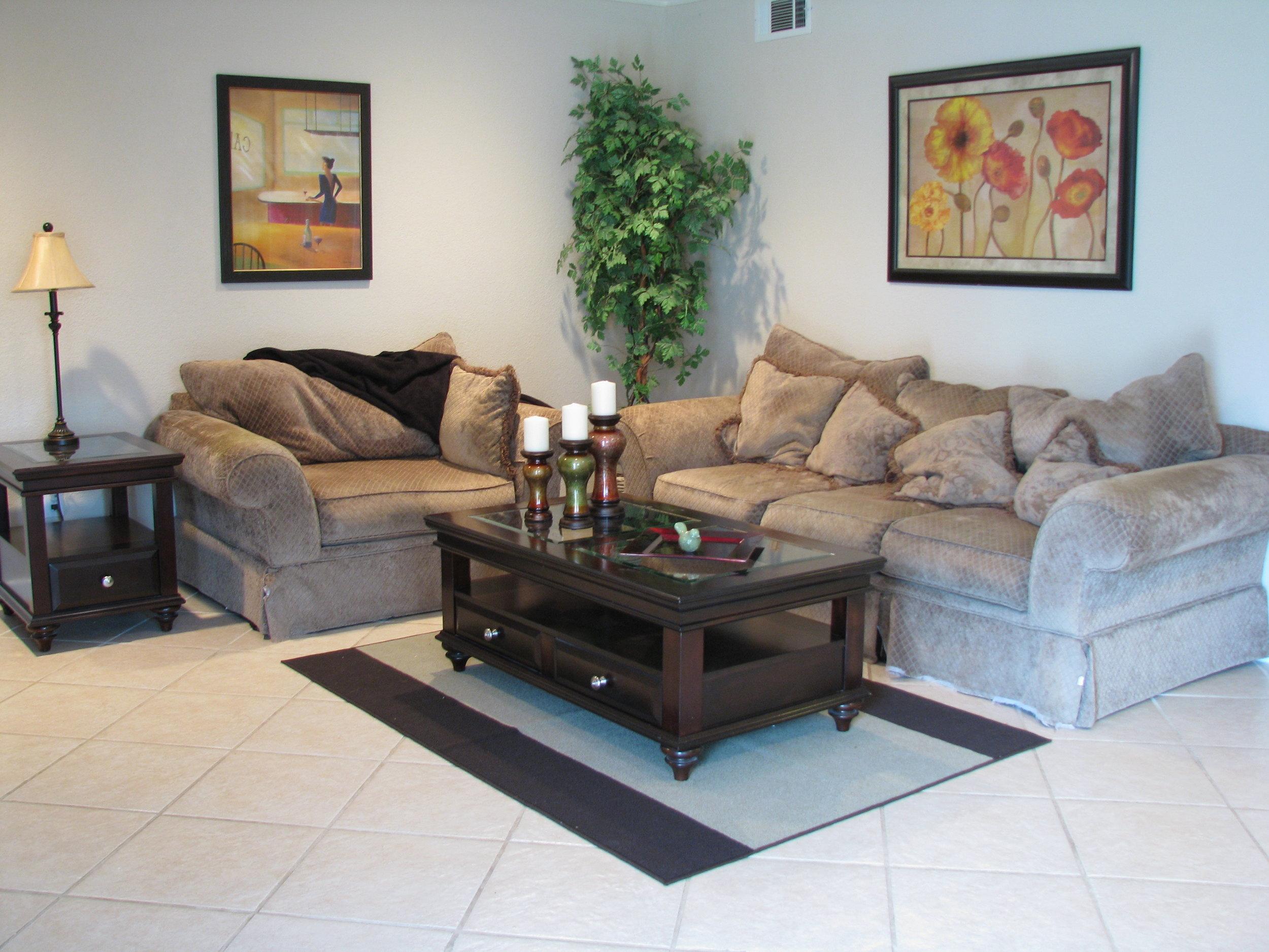 Cozy corner in Familry Room .JPG