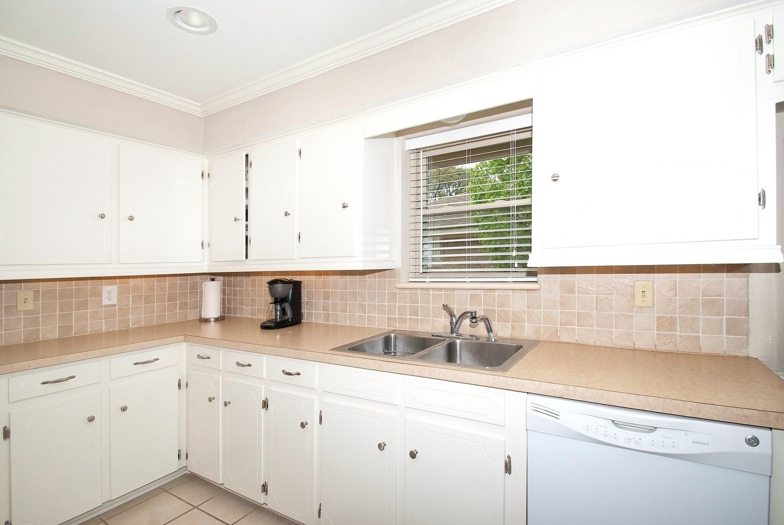 Kitchen Sing Area.jpg