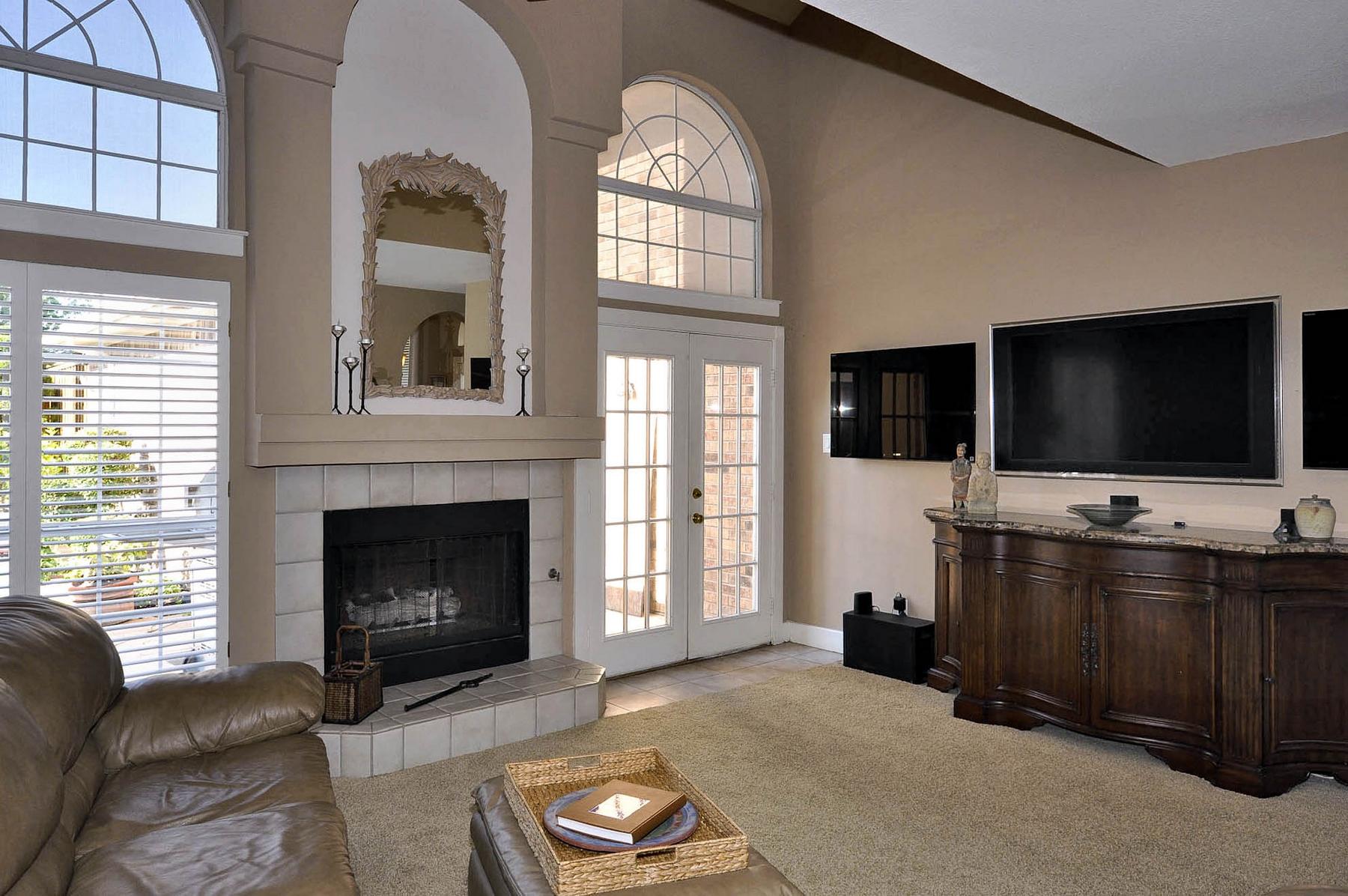 6016 Buffridge Family Room-.jpg