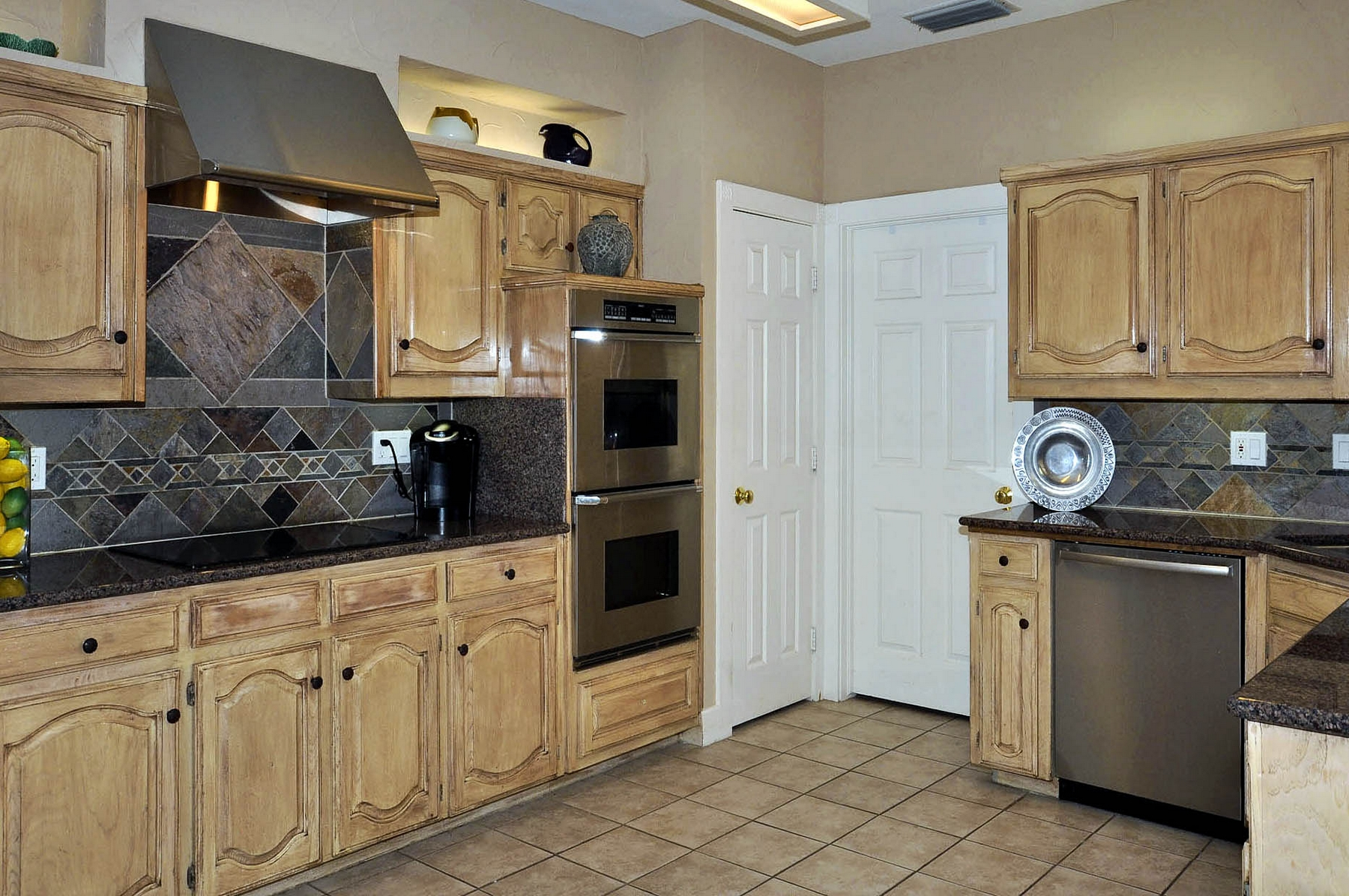 6016 Buffridge Kitchen Cooking Area.jpg