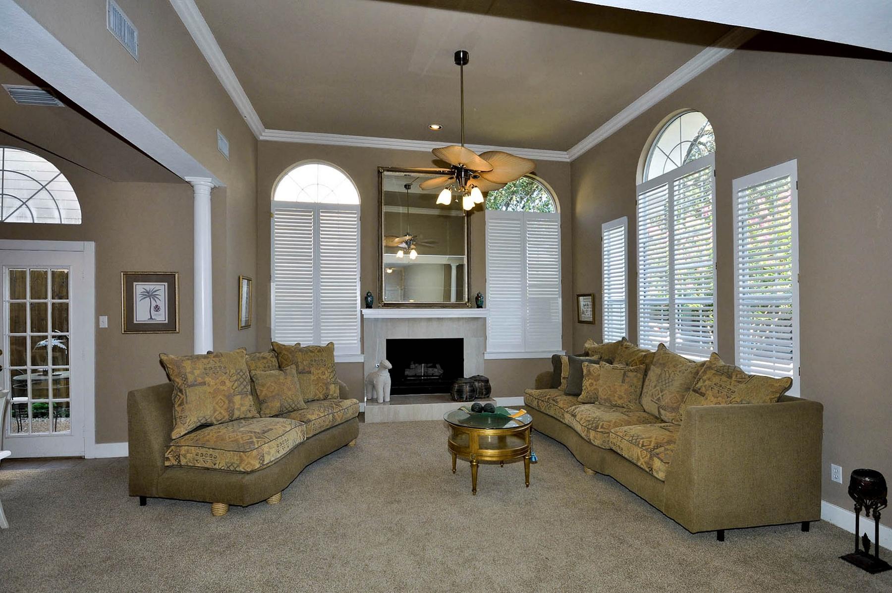 6016 Buffridge Living Room (2).jpg