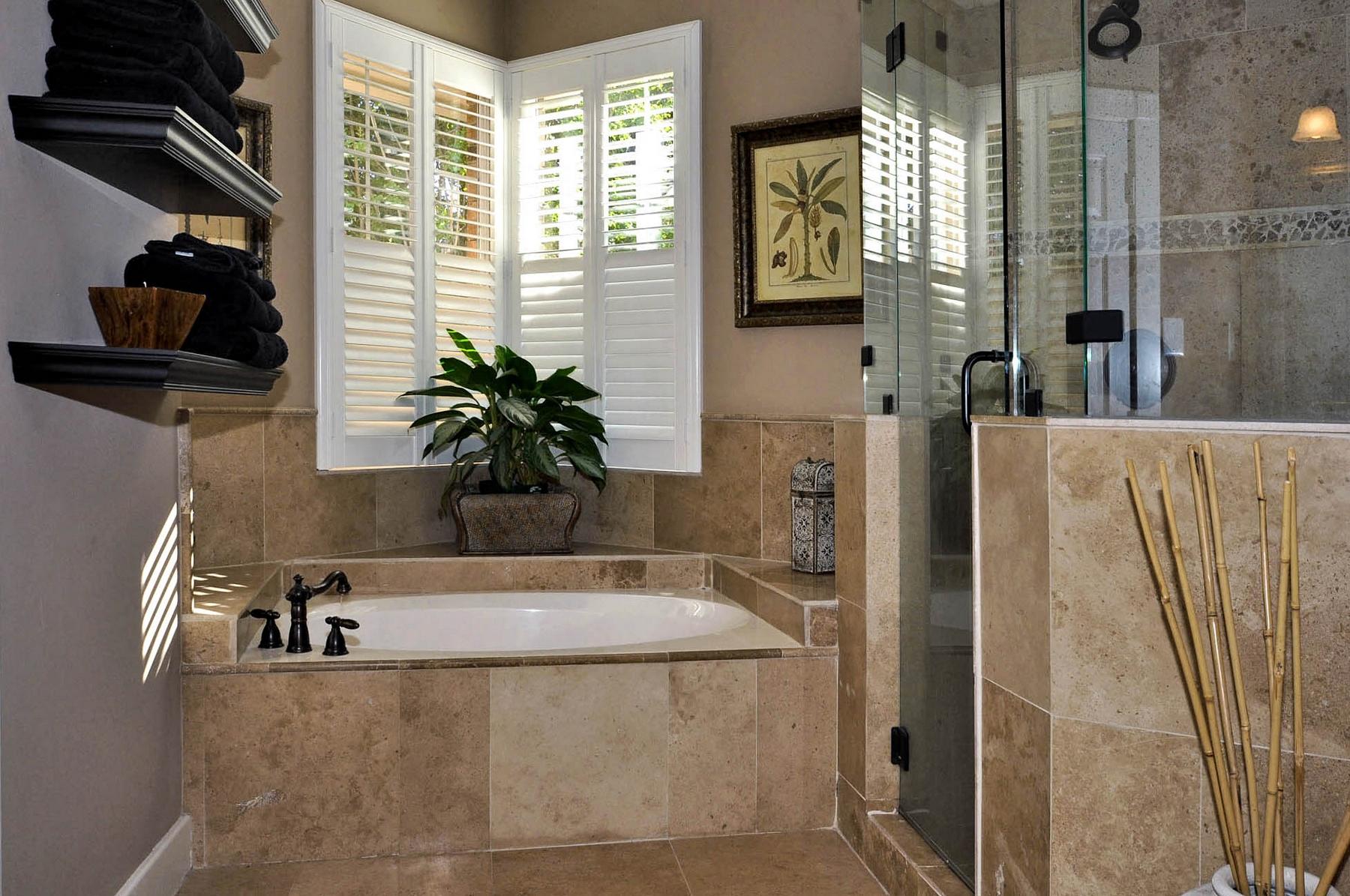6016 Buffridge Master Bath Tub & Shower.jpg