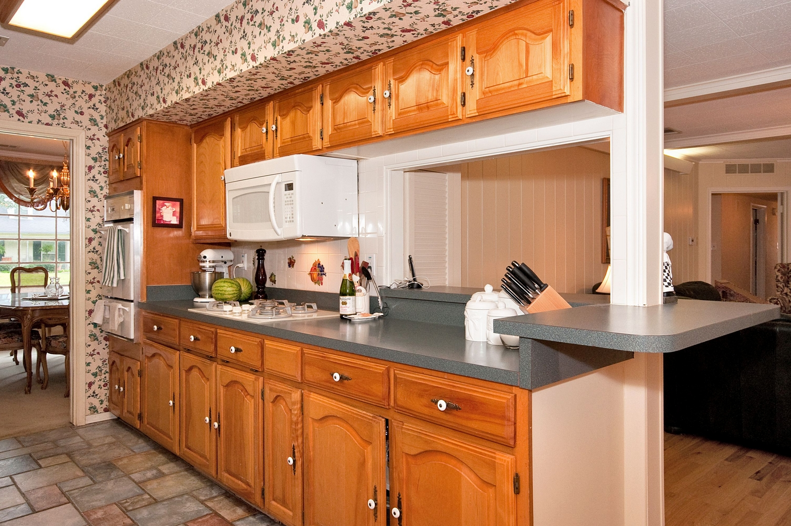 Kitchen with Gas Cooktop.jpg
