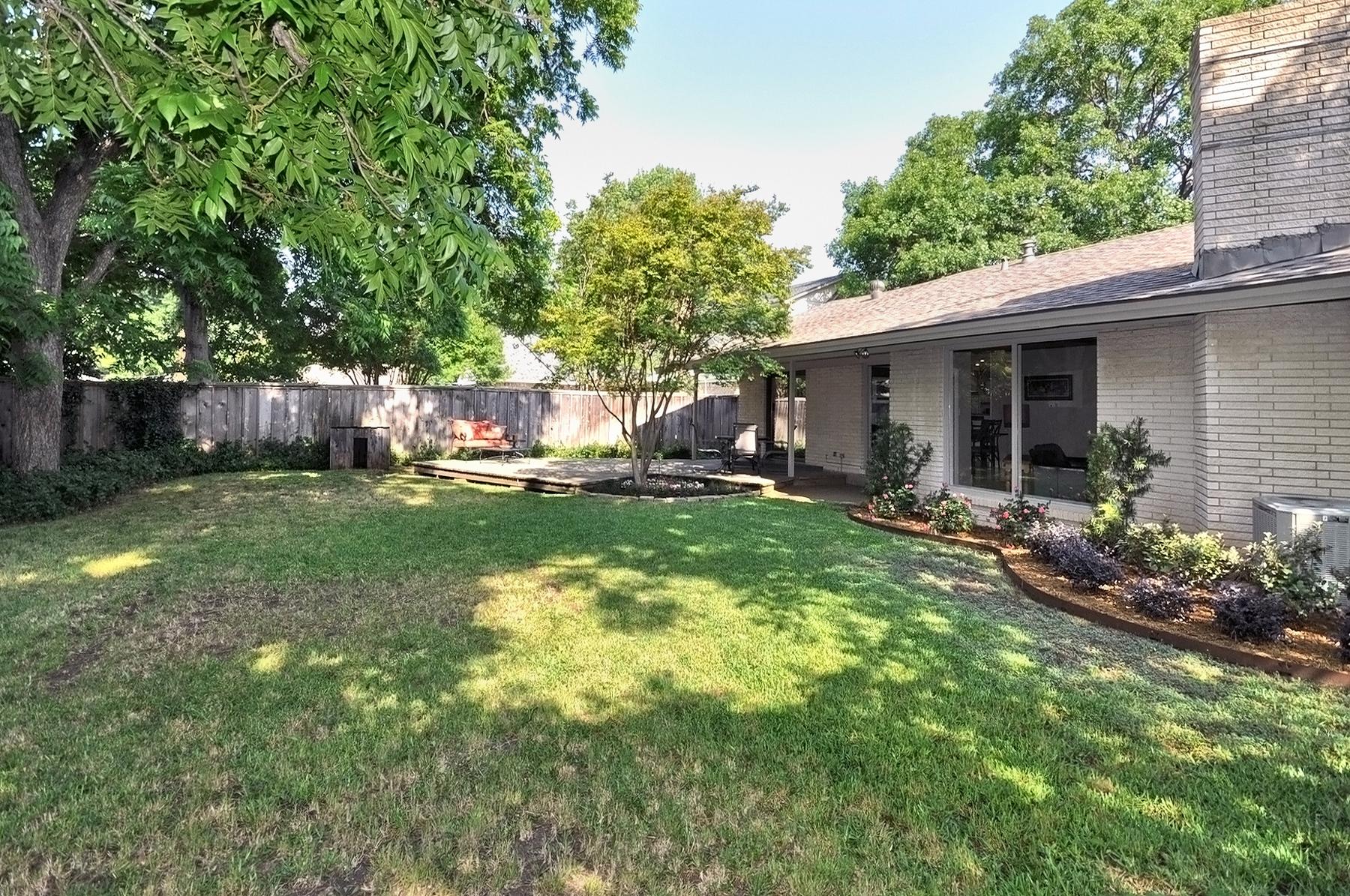 3350 Valiant Dallas Back Yard Grassy Area.jpg