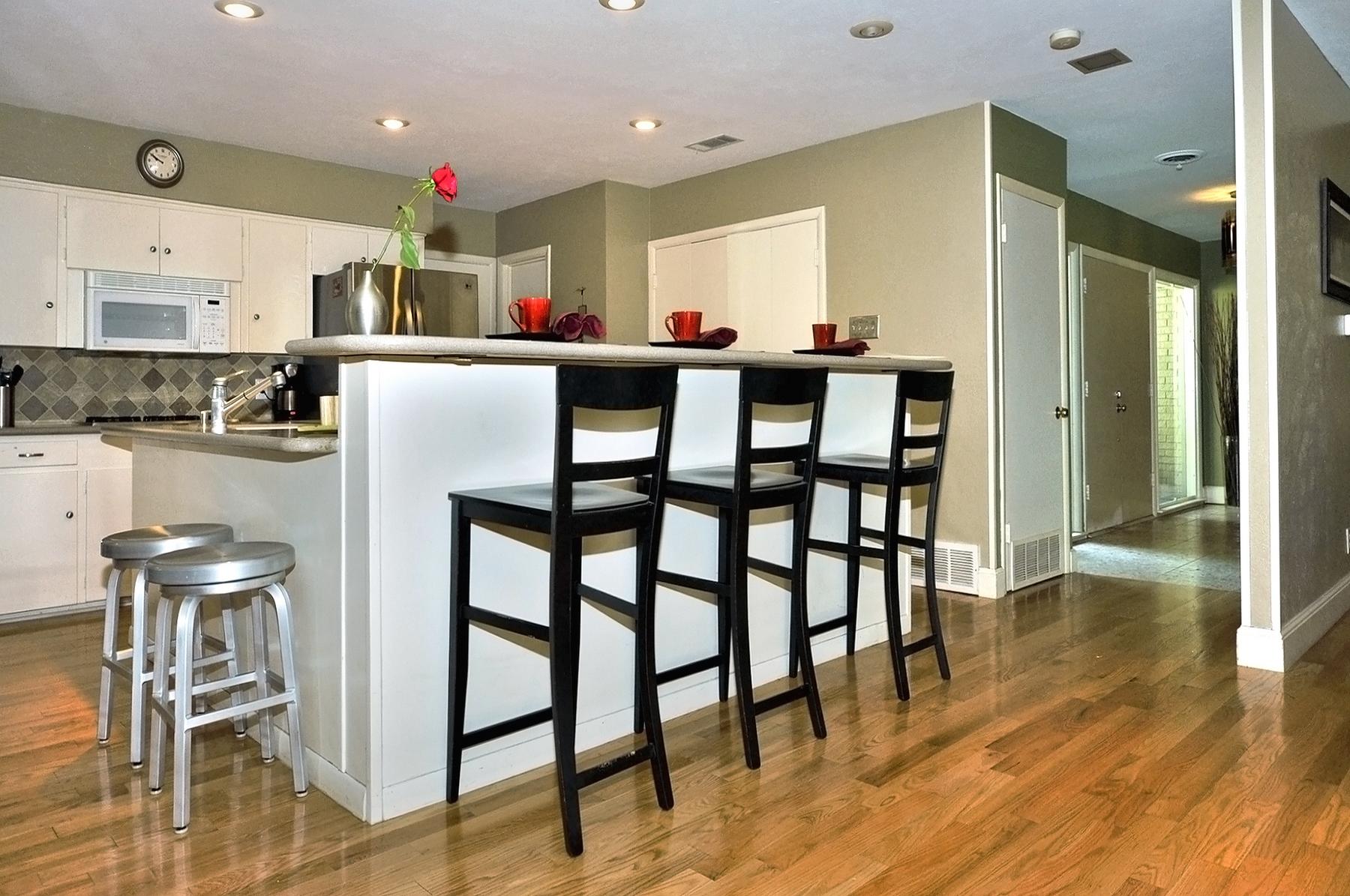 3350 Valiant Dallas Kitchen Breakfast Bar.jpg