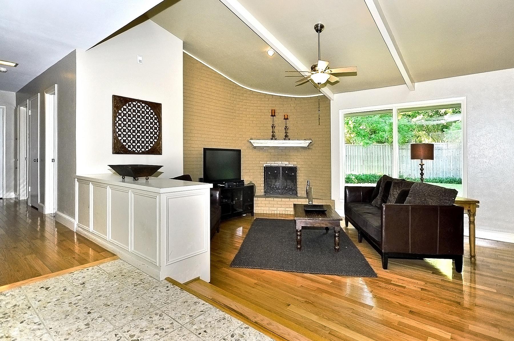 3350 Valiant Dallas Living Room from Entry.jpg