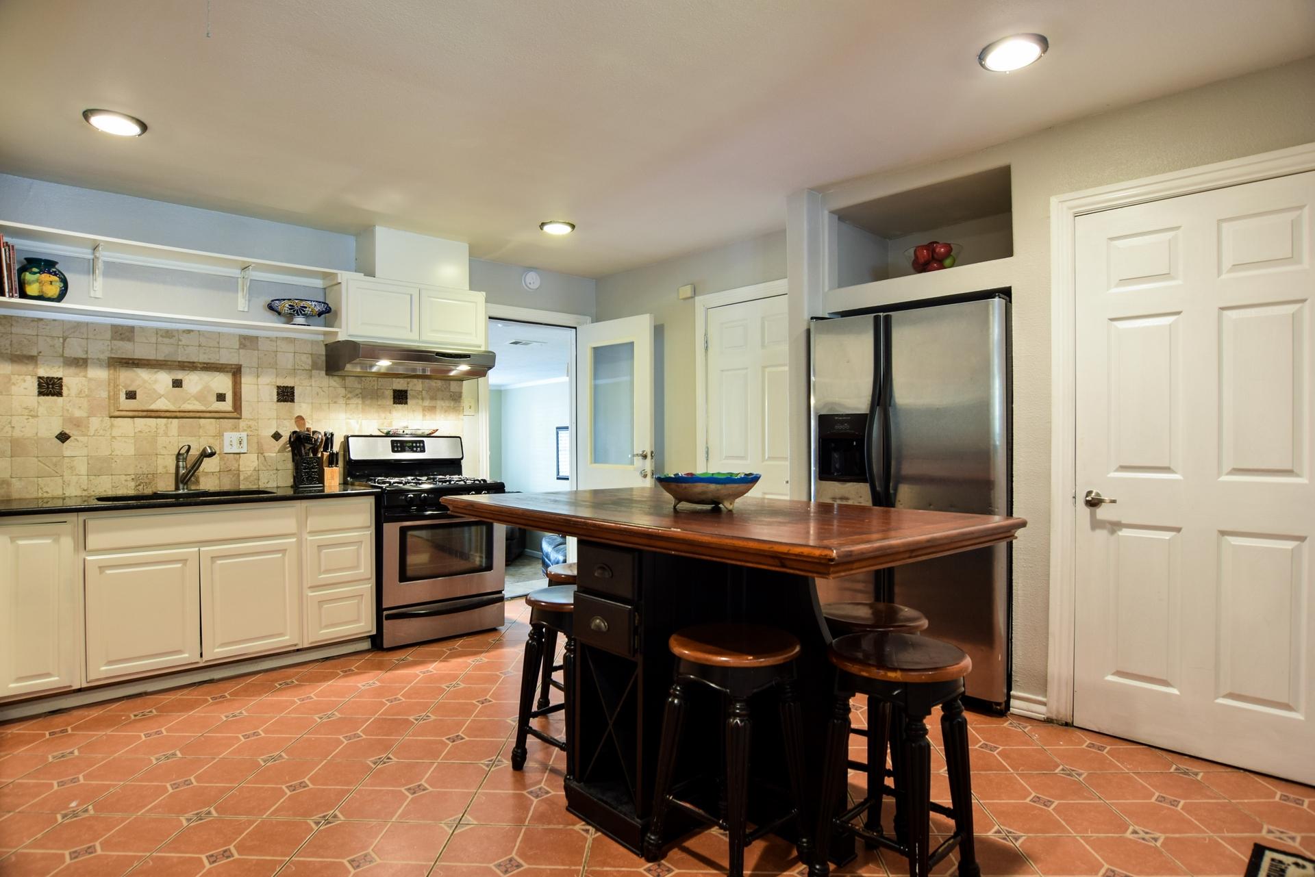 Kitchen1 3112 Catamore Dr Dallas TX 75229.jpg