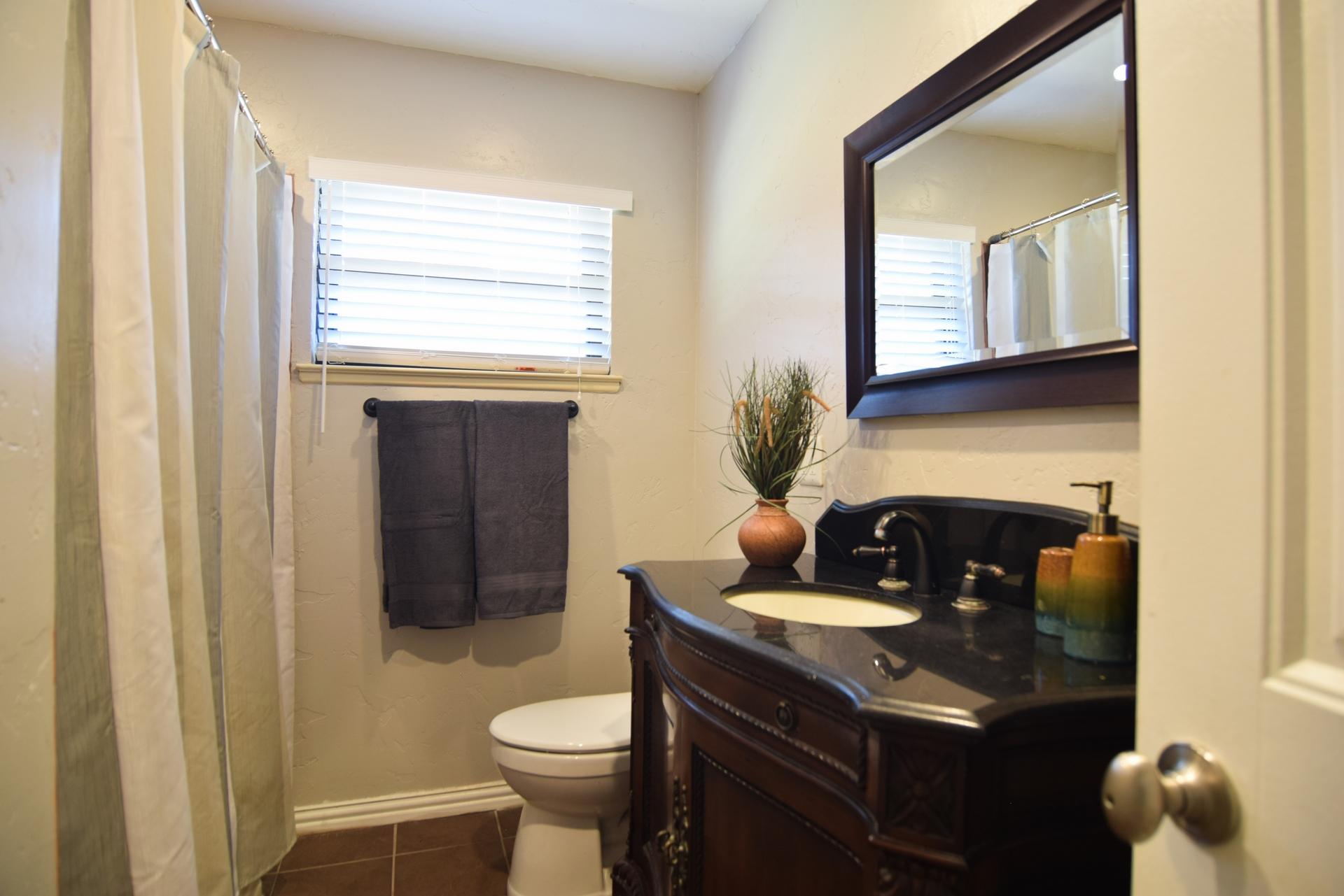 Bath2 3112 Catamore Dr Dallas TX 75229.jpg