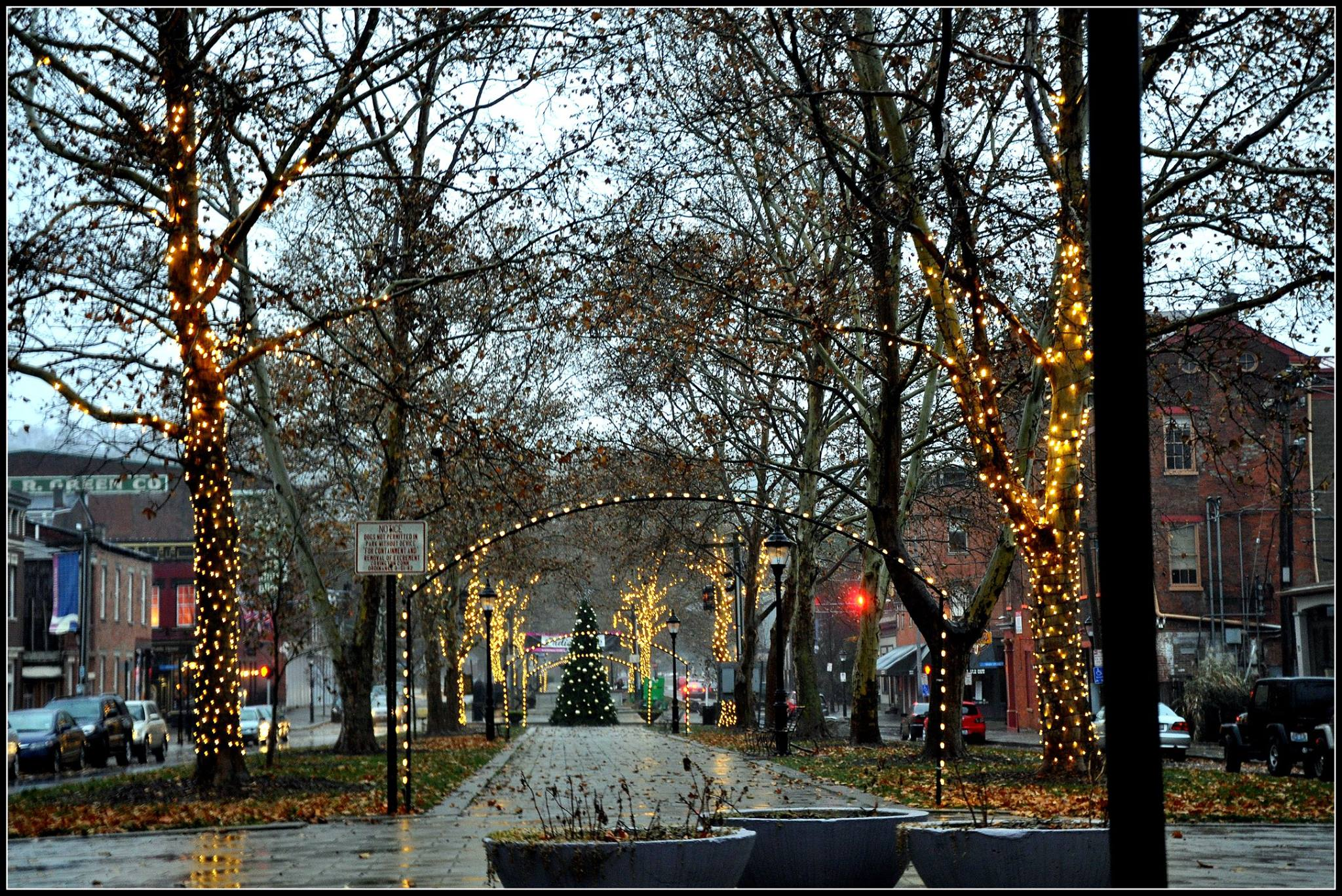 MainStrasse 6th Street at Christmas.jpg