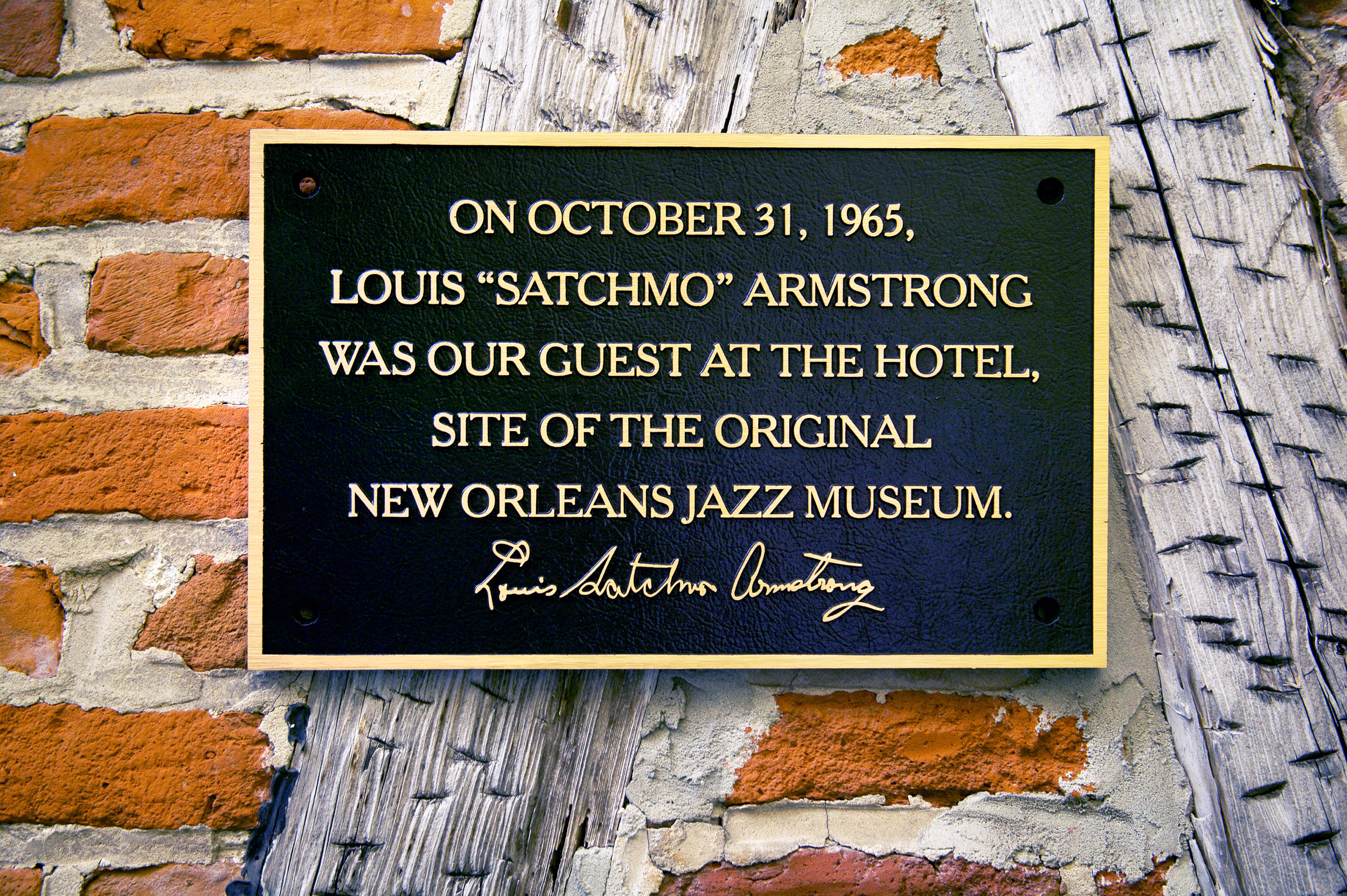 Hotel St. Pierre Louis Armstrong Plaque.jpg