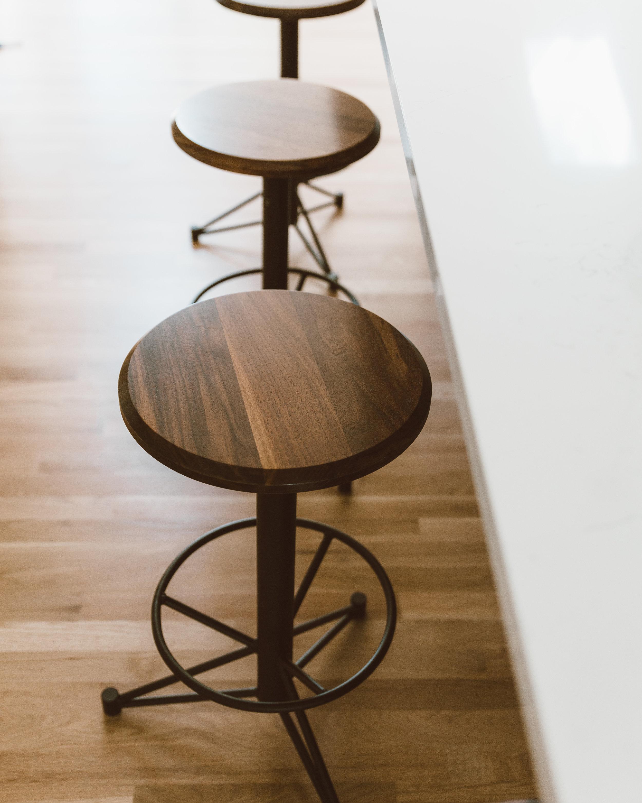 forthehome-edgework-creative-stoolskitchen02.jpg