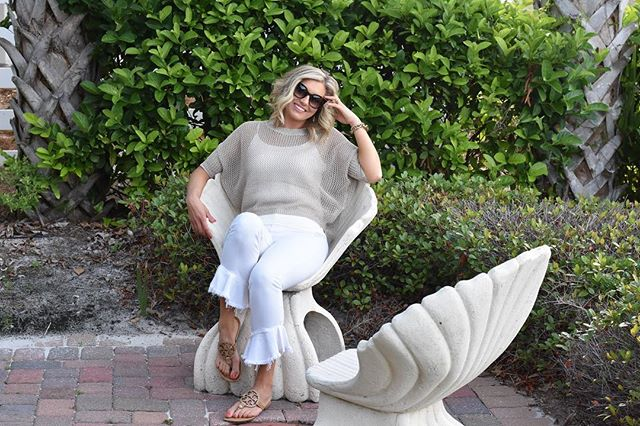 Casually lounging in a seashell planning my Birthday festivities for tomorrow!!! I still get so excited about my birthday and think everyone else is excited too 😂 . . How perfect is this outfit for summer?!? DM @tavieboutique to order!  This denim is their new line and it is so comfy and has stretch but does not lose its shape.  So flattering on!  I sized down for a more fitted look! . . . . #lovelyandsouthern #tavieboutique #lovetavie #ootdfashion #ootdinspo #ootd #style #blogger #bloggerstyle #instamodel #instagood #knoxvilleblogger #knoxville #destinflorida #destinpointe #momstyle #beachstyle #statementdenim #beachlooks