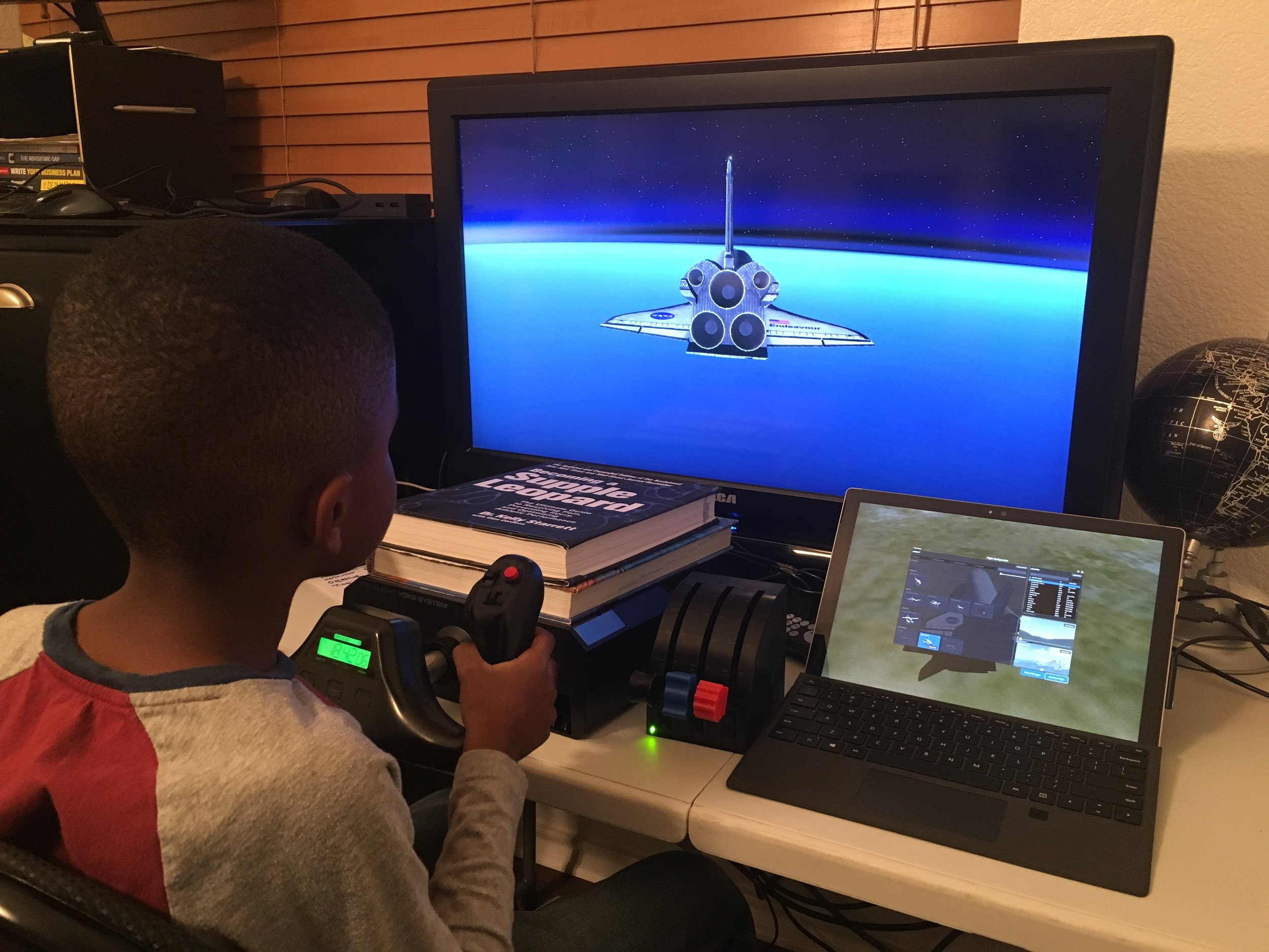 Max attempting a space shuttle re-entryon  X-Plane11
