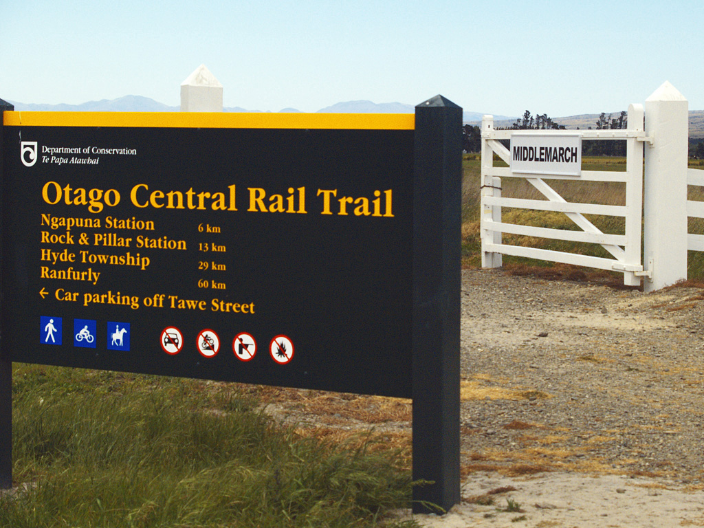 Otago_Central_Rail_Trail_Sign-Board.jpg