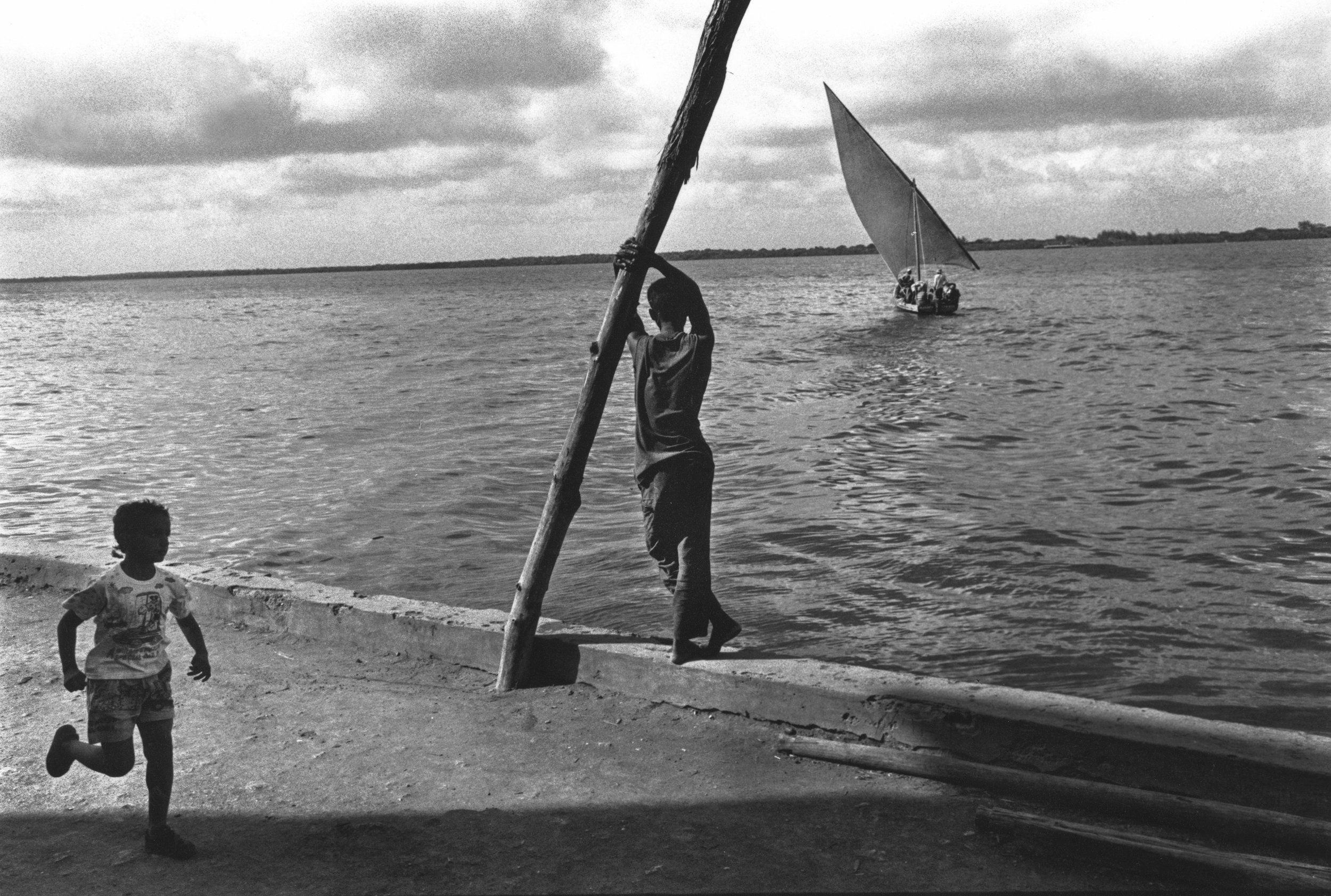 Seaward bound. Coast of Mombasa, Kenya. 1999