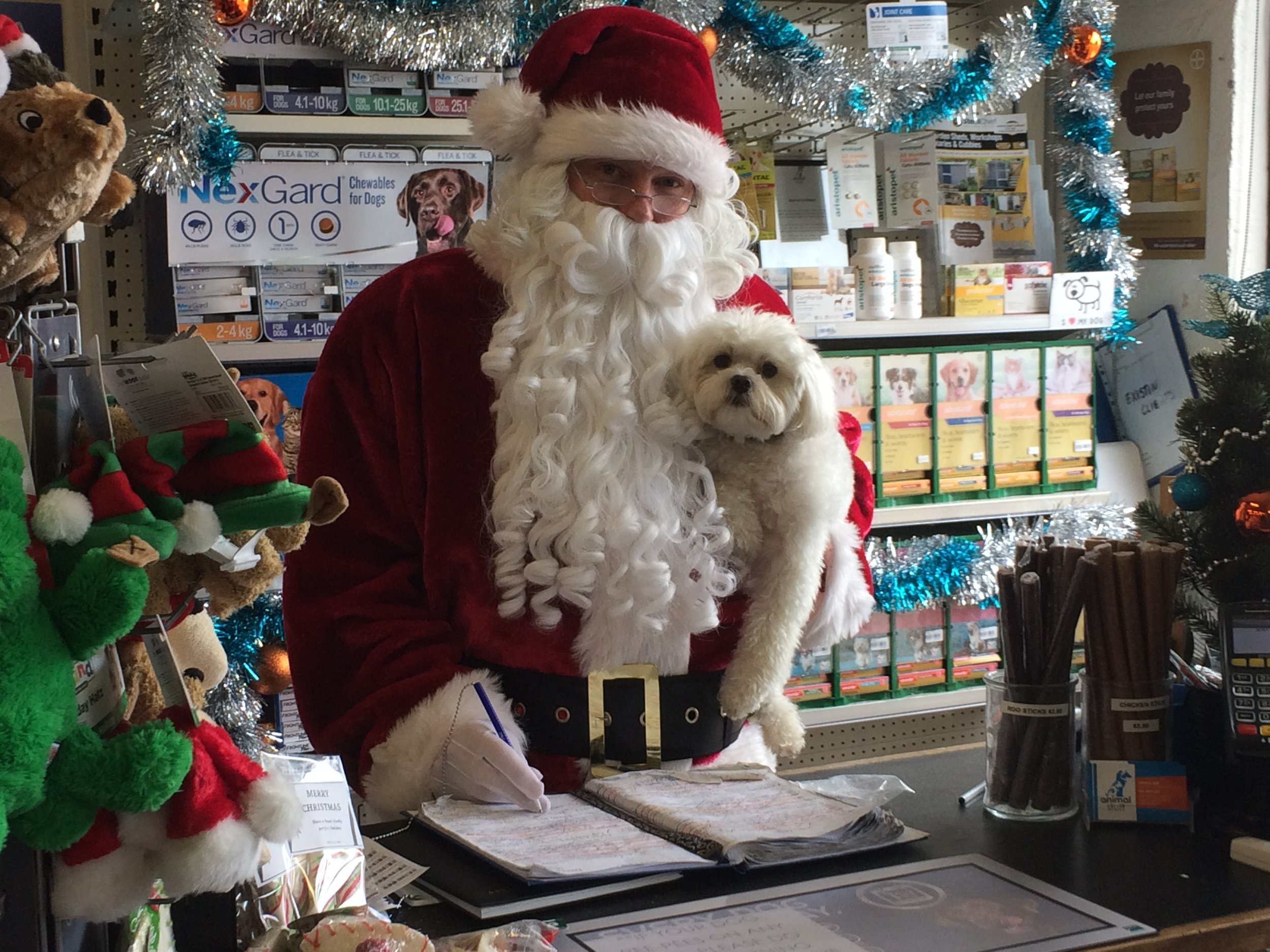 sANTA & mURPHY BOOKING IN A NEW GROOMING APPOINTMENT