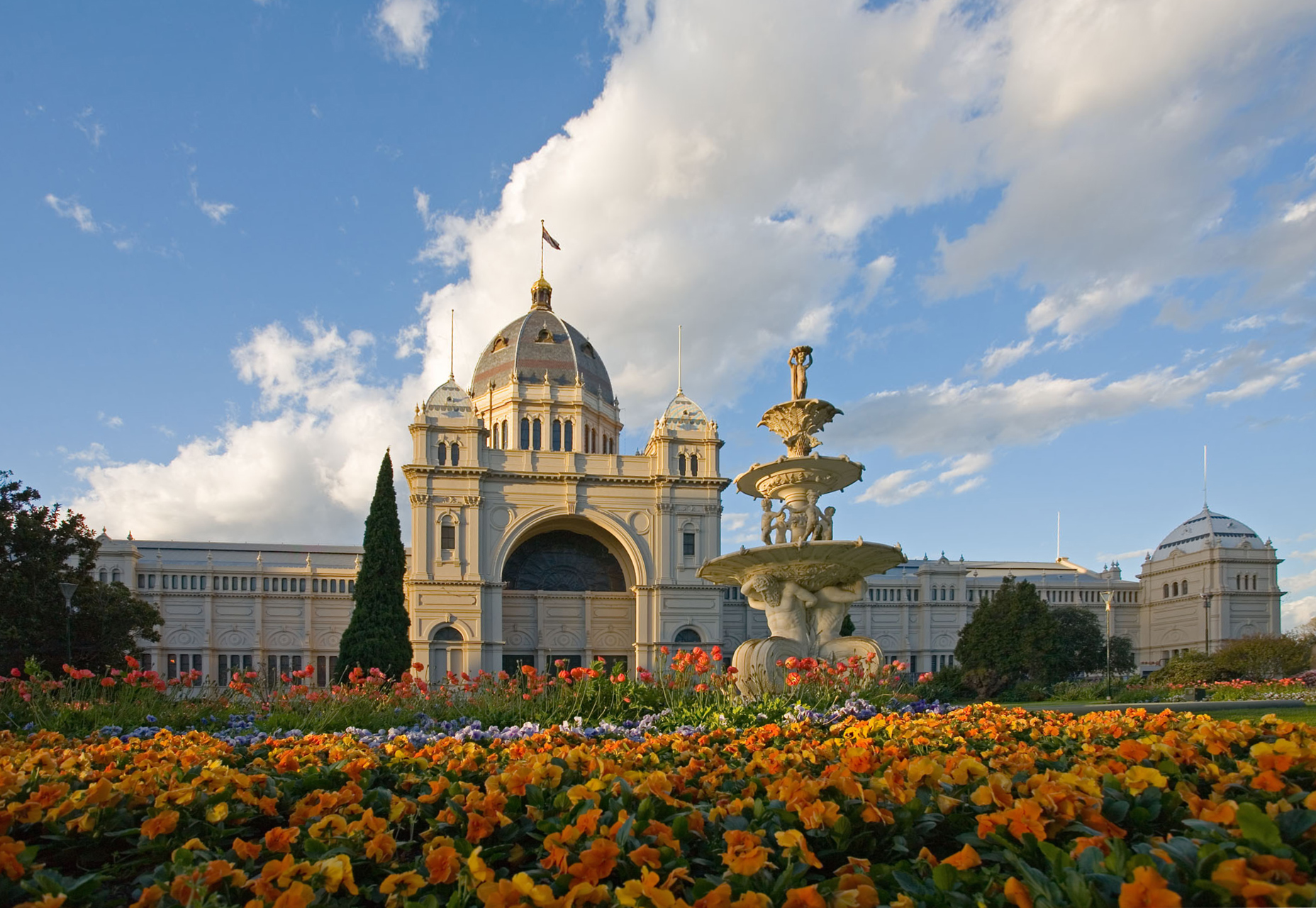 Royal_exhibition_building_tulips_straight.jpg