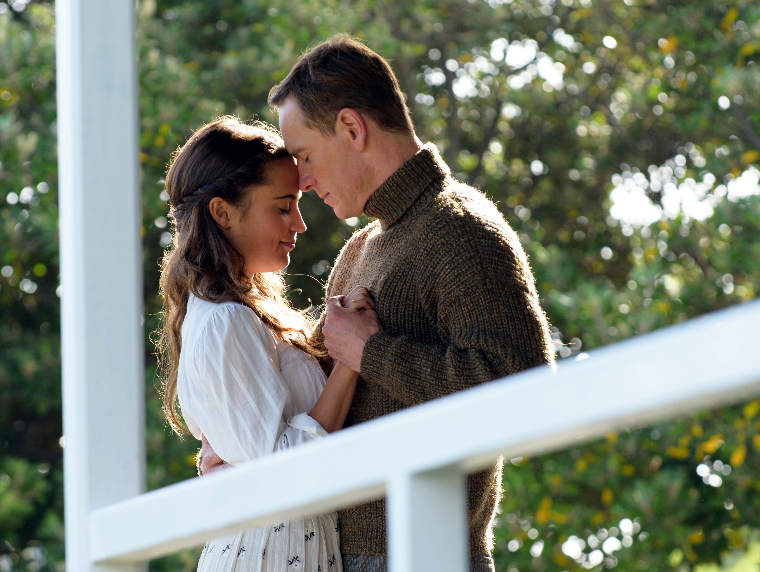 The Light Between Oceans - Amanda welcomes new guest, Faythe, to discuss the film, The Light Between Oceans. Faythe calls Shrek 2 a cinematic masterpiece, Amanda wants all the knit ware in the movie and both of them cry and love babies.