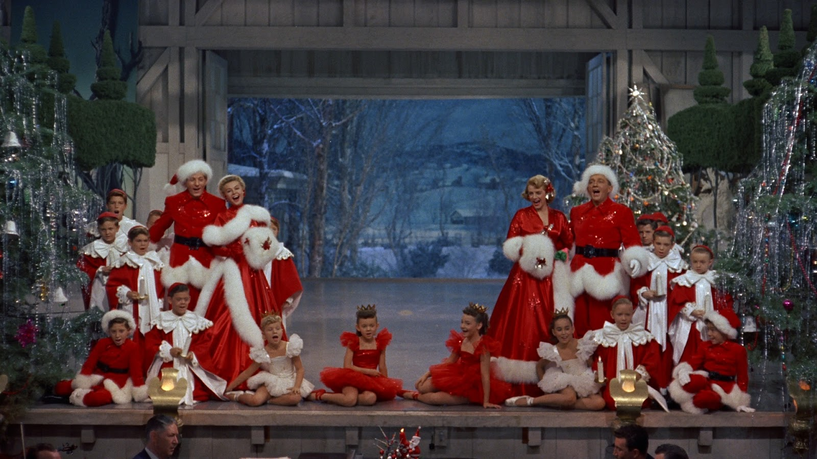 White Christmas - Amanda welcomes new guest Laura, along with return guests Kyle and Chris I., to discuss the holiday classic, White Christmas. Laura watches the film every Christmas Eve with her family, Kyle is shocked by how blue Bing Crosby's eyes are on screen, Chris loves seeing all the extra details in the movie on the big screen, and Amanda is blown away by Edith Head's body of work in 1954.