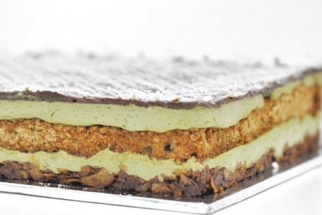 Green Tea Pistachio - 18x18 cm - Rp. 400.000,-22x22 cm - Rp. 600.000,-26x26 cm - Rp. 1.000.000,-30x30 cm - Rp. 1.400.000,-Layers of green tea crème chantilly and almond dacquoise with a crunchy dark chocolate feuilletine base. Topped with a thin spread of chocolate ganache and garnished with white chocolate drizze.