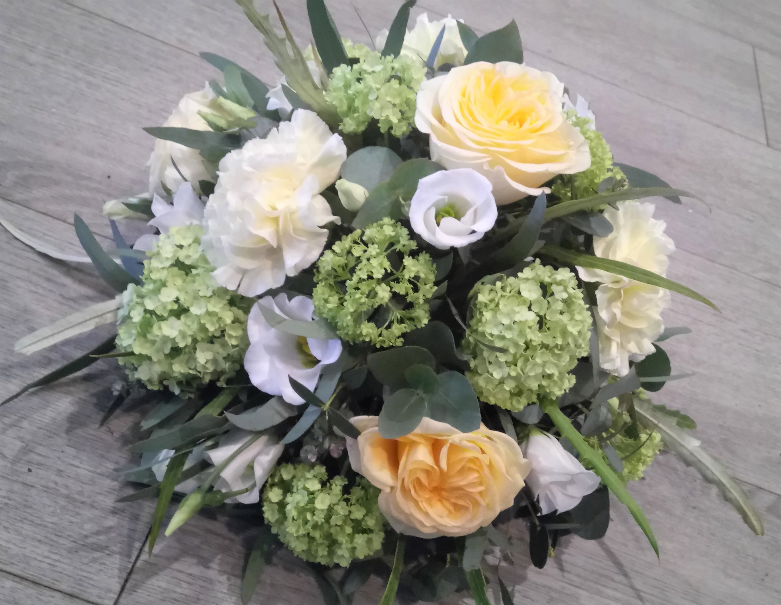 Posy arrangement - Lemon, Green and Cream.JPG