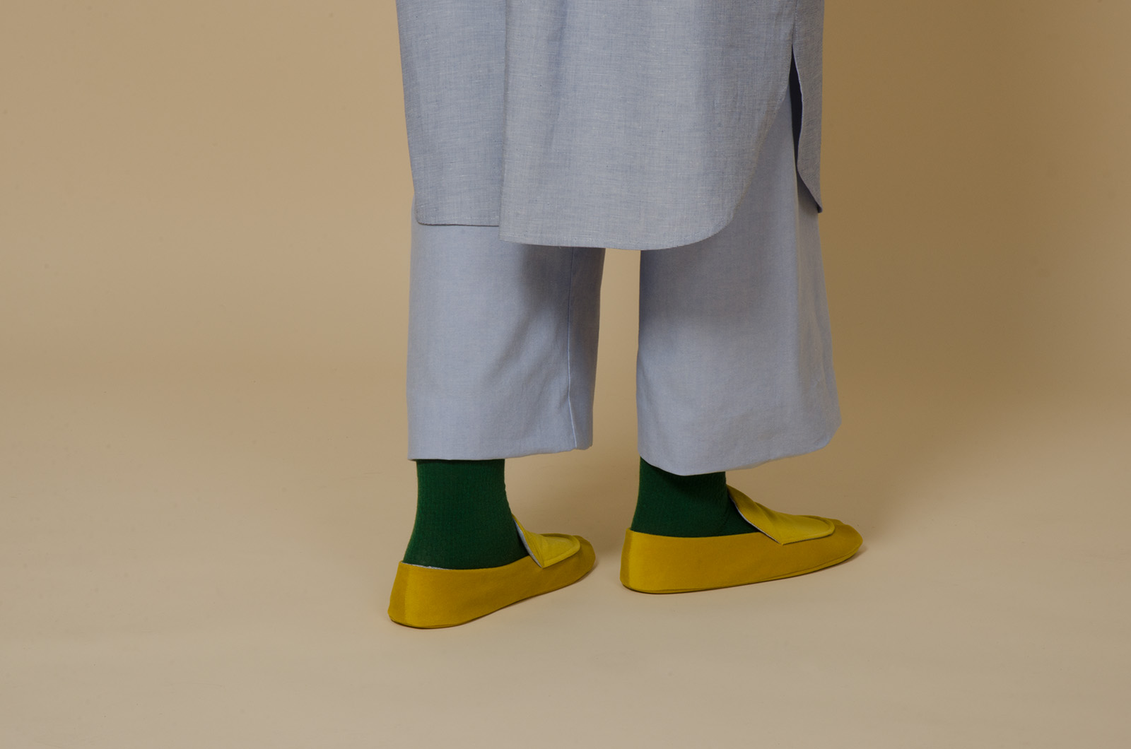 meinwerk diy schnittmuster & anleitung haus slipper, hausschuhe diy, pantoffel nähen, haus schuhe schnittmuster, oversized shirtdress, easy culotte, nähanleitung, hemdkleid nähen, hemdkleid schnitt, bluse nähen, blusen schnittmuster, weites hemdkleid selber nähen, weite bluse, weites blusenkleid, oversized bluse, tunika schnitt, diy design, hemdstoff, blusenstoff, handmade shirt, diy berlin, minimalistisch, minimalism, puristisch, slow fashion, nachhaltig, skandinavisch, pyjamahose, marlenehose, culottes, baumwollhose, hosenschnitt damen, jogahose nähen,
