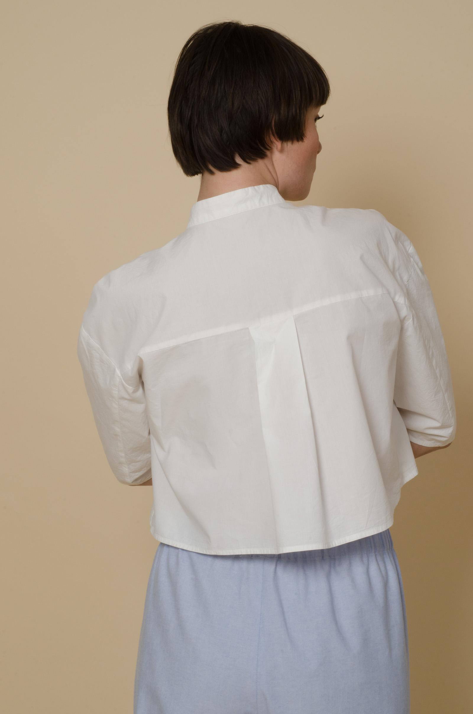 meinwerk diy schnittmuster & anleitung oversized shirtdress. nähanleitung, hemdkleid nähen, hemdkleid schnitt, bluse nähen, blusen schnittmuster, weites hemdkleid selber nähen, weite bluse, weites blusenkleid, oversized bluse, tunika schnitt, diy design, hemdstoff, blusenstoff, handmade shirt, diy berlin, minimalistisch, minimalism, puristisch, slow fashion, nachhaltig, skandinavisch,