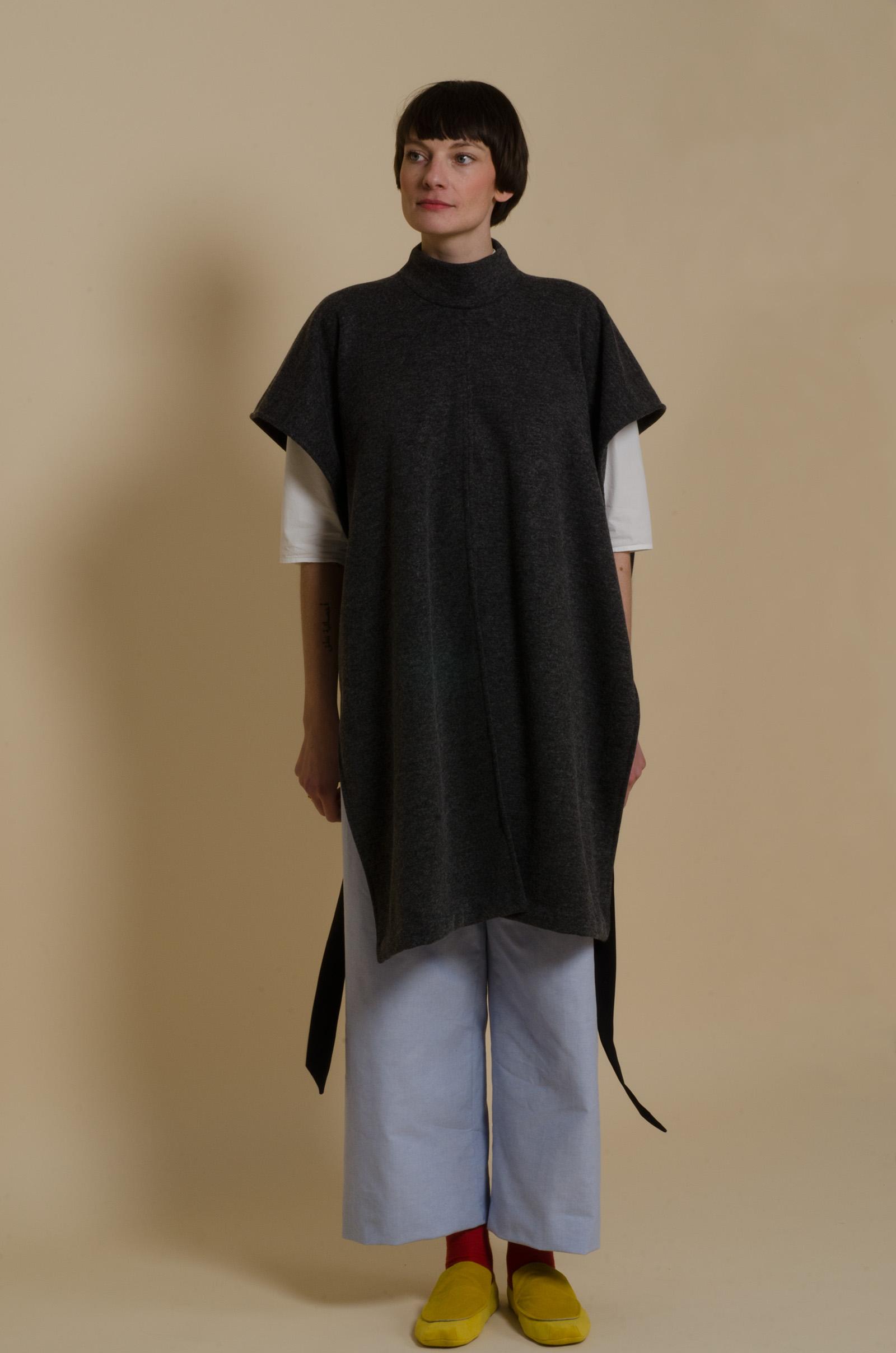 meinwerk diy schnittmuster & anleitung turtleneck cape , easy culotte, nähanleitung, hemdkleid nähen, cape schnitt, schal nähen, cape schnittmuster, überwurf selber nähen, strickschal strick cape, schnitt, diy design, handmade cape, diy berlin, minimalistisch, minimalism, puristisch, slow fashion, nachhaltig, skandinavisch, pyjamahose, marlenehose, culottes, baumwollhose, hosenschnitt damen, strickstoff nähen