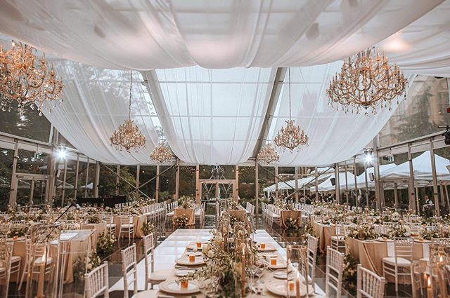 Dreamy tent vibes 🙌🏻 ⠀⠀ Photo @bowsandlavender | venue @casalomatoronto | florist @huntandgatherfloral  #wedding #weddingday #weddingphotography #bridal #weddings #weddinginspiration #weddingideas #weddingphoto #weddingstyle#dreamwedding #weddingplanner #torontoweddingplanner #torontowedding #weddingplannertoronto #fineartwedding #weddingflowers