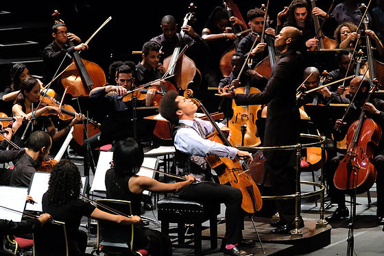 Sheku Kanneh-Mason and the Chineke! Orchestra. Image by Mark Allen