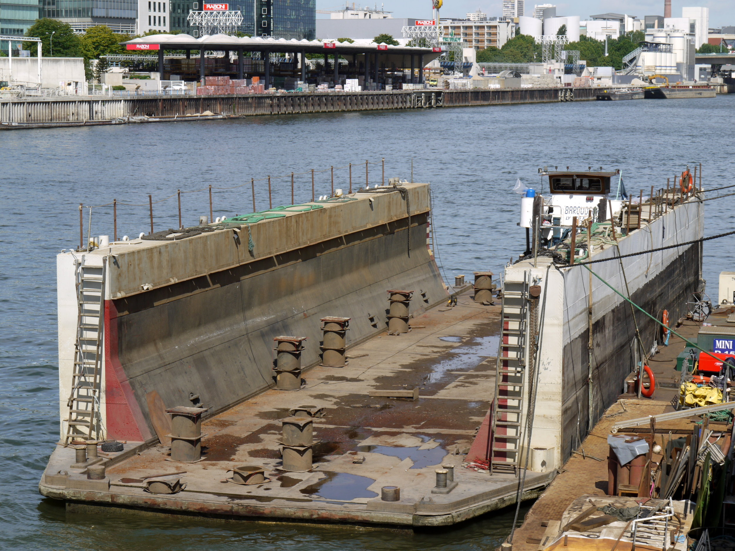River_floating_dry_dock_P1050226 (1).JPG