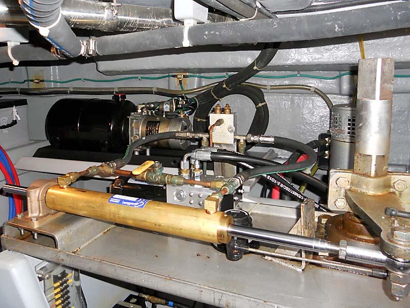 SteeringRam422.jpg