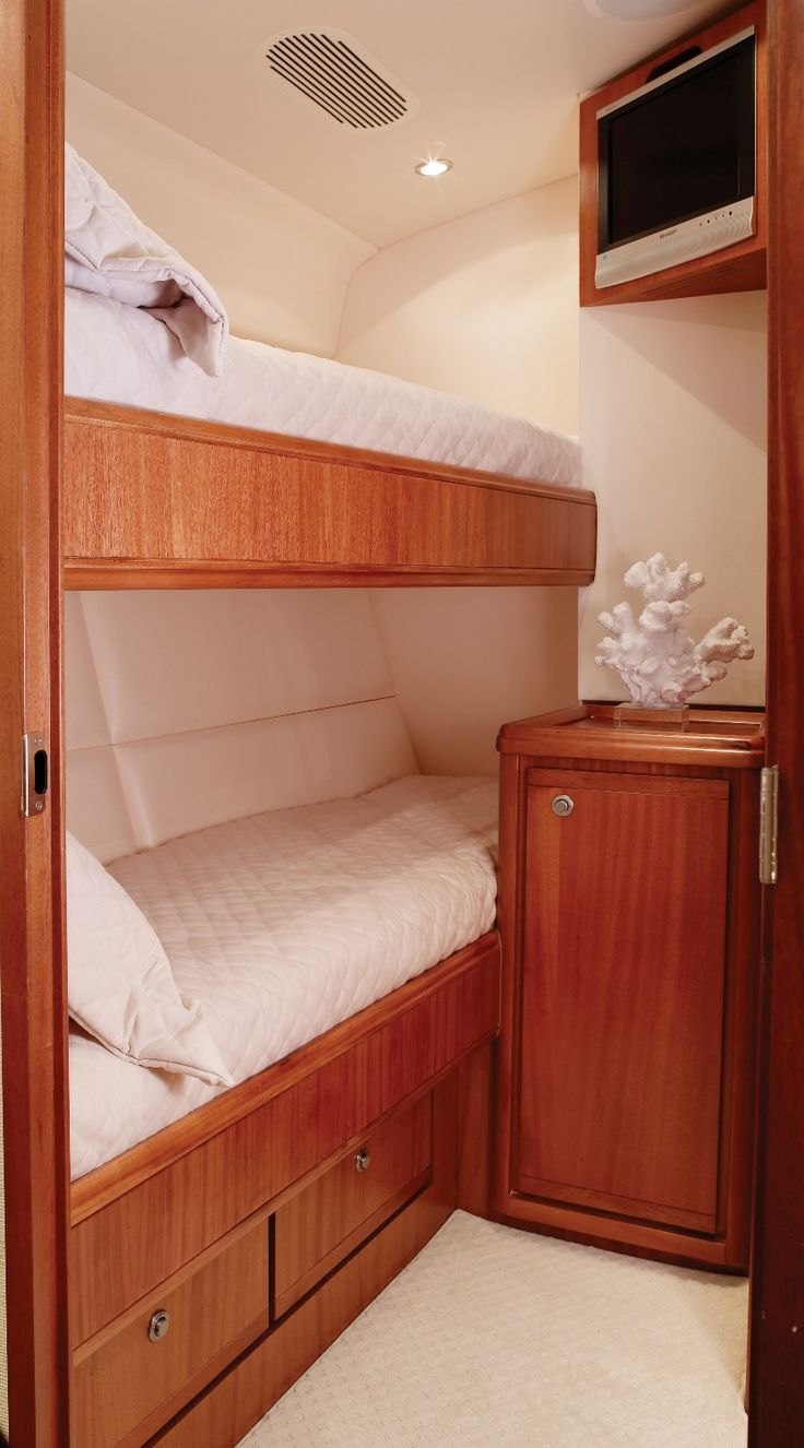 c7d6c15ee6c146996de95caff07a3098--luxury-yacht-interior-boat-decor.jpg