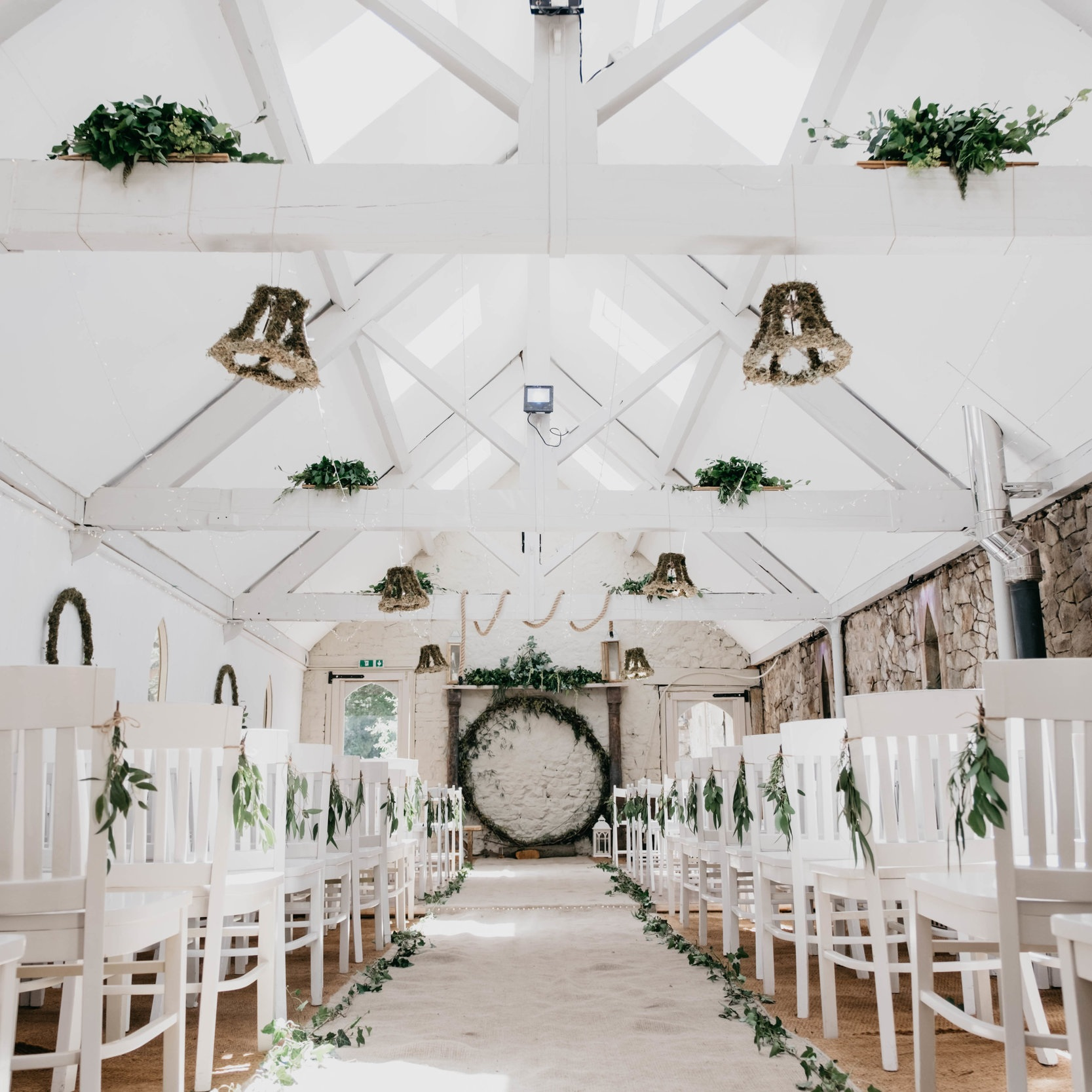 wedding-cerenony-barn-white