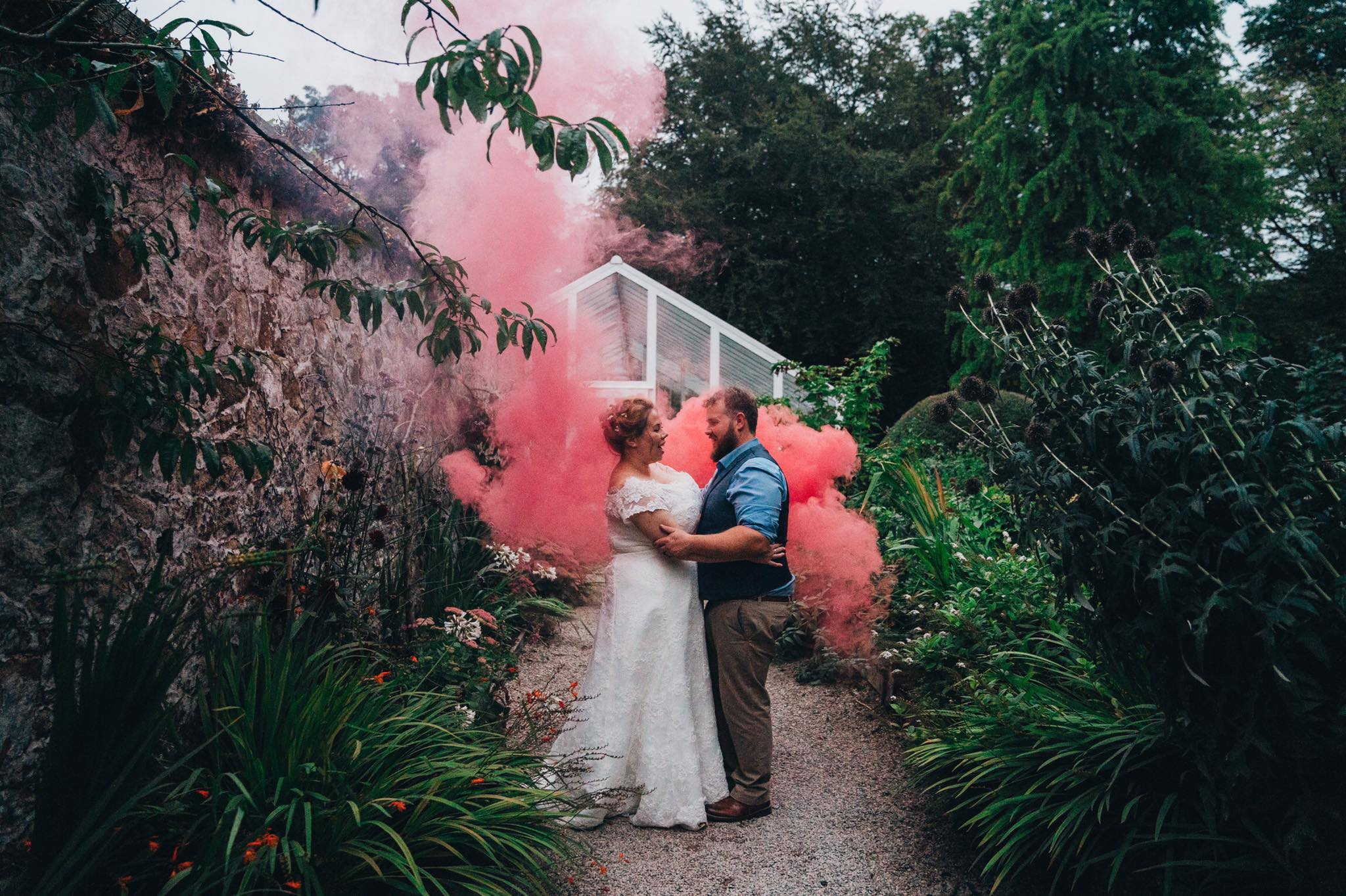 smoke-bomb-wedding-pyro.jpg
