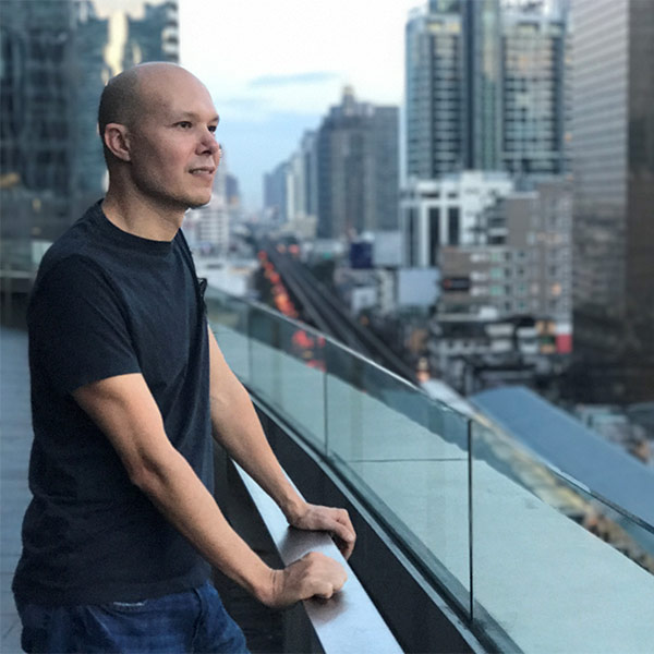 Instructor:   Christopher Quang Zobrist  has spent the last 15 years founding, advising, and mentoring hundreds of entrepreneurs and early stage startup teams. He practices daily meditation and has completed over 15 weeks of residential meditation retreat practice.