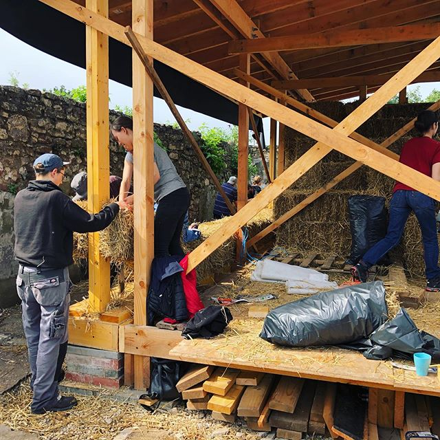 Bothy Progress Update: The straw bales are going into the walls and moving ever upwards at @bridgendfarmhse