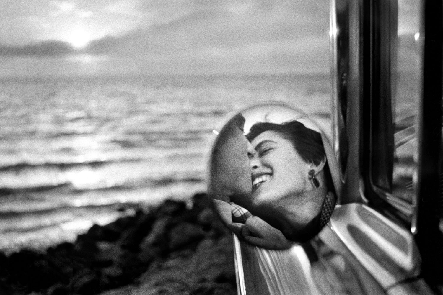 "Elliott Erwitt, ""California Kiss, Santa Monica, CA"" (1955)"