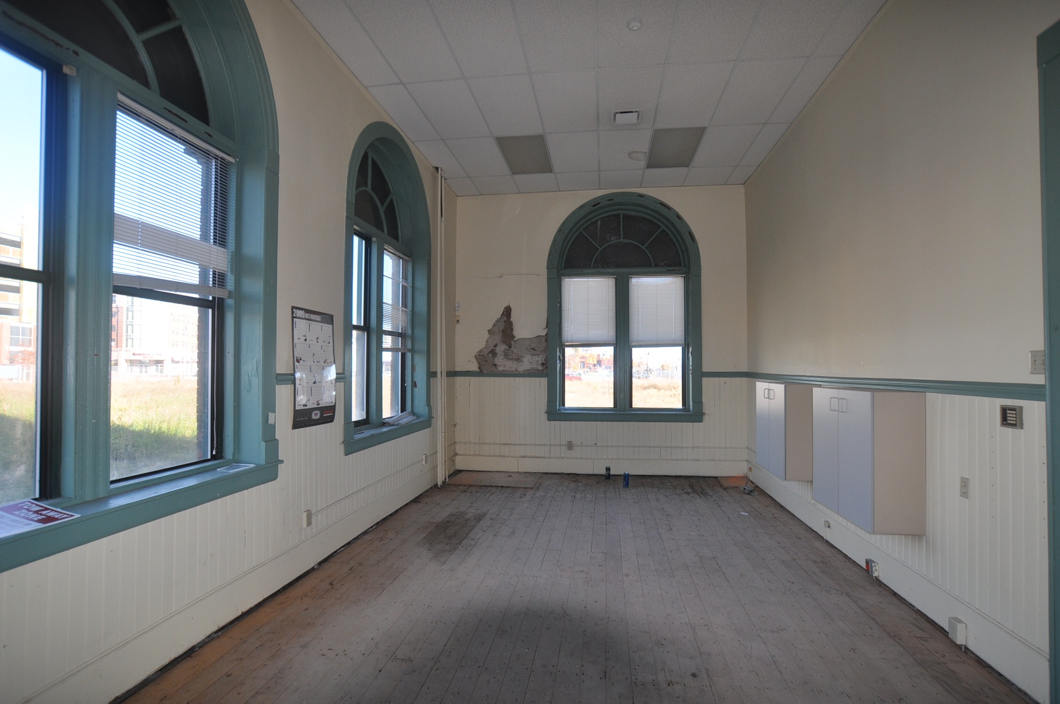 Photo 13 before- interior office- grand trunk -DSC_0038.jpg