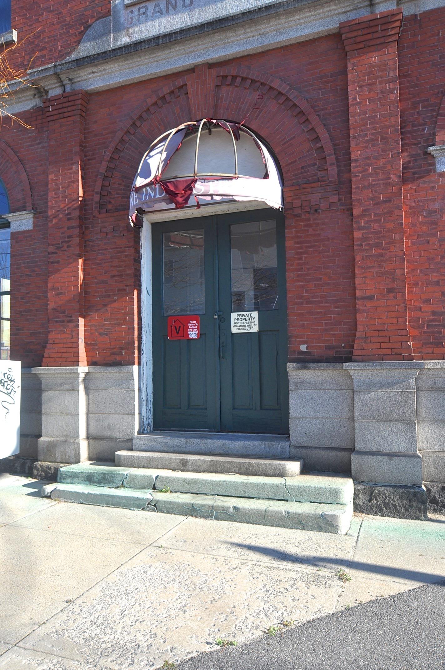 Photo 14 Before -Front door- Grand Trunk -DSC_0002.jpg