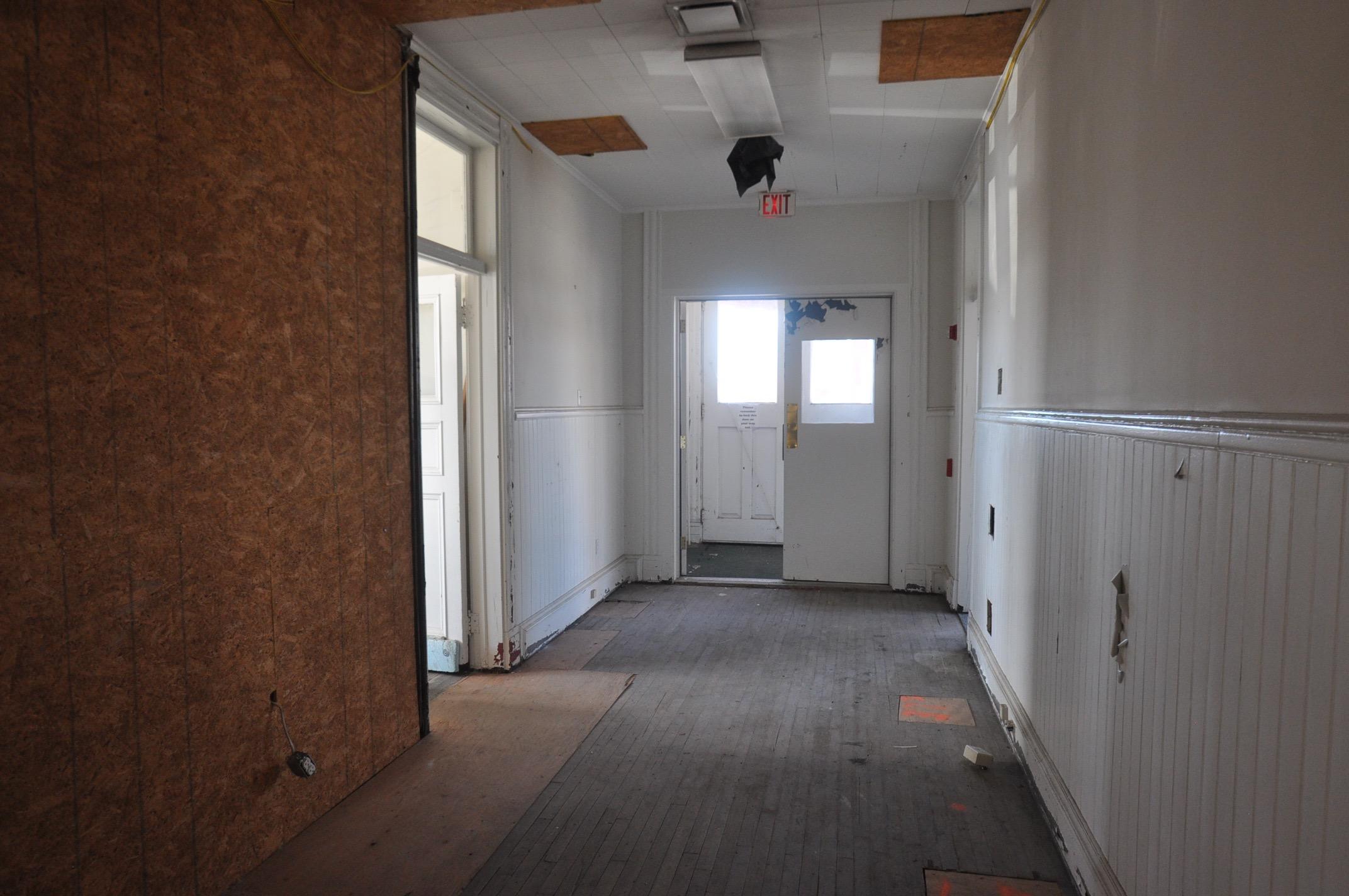 Photo 17 before-grand trunk - hallway.jpg