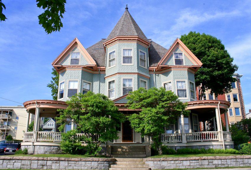 A circa 1900 Queen Anne Home in Portland