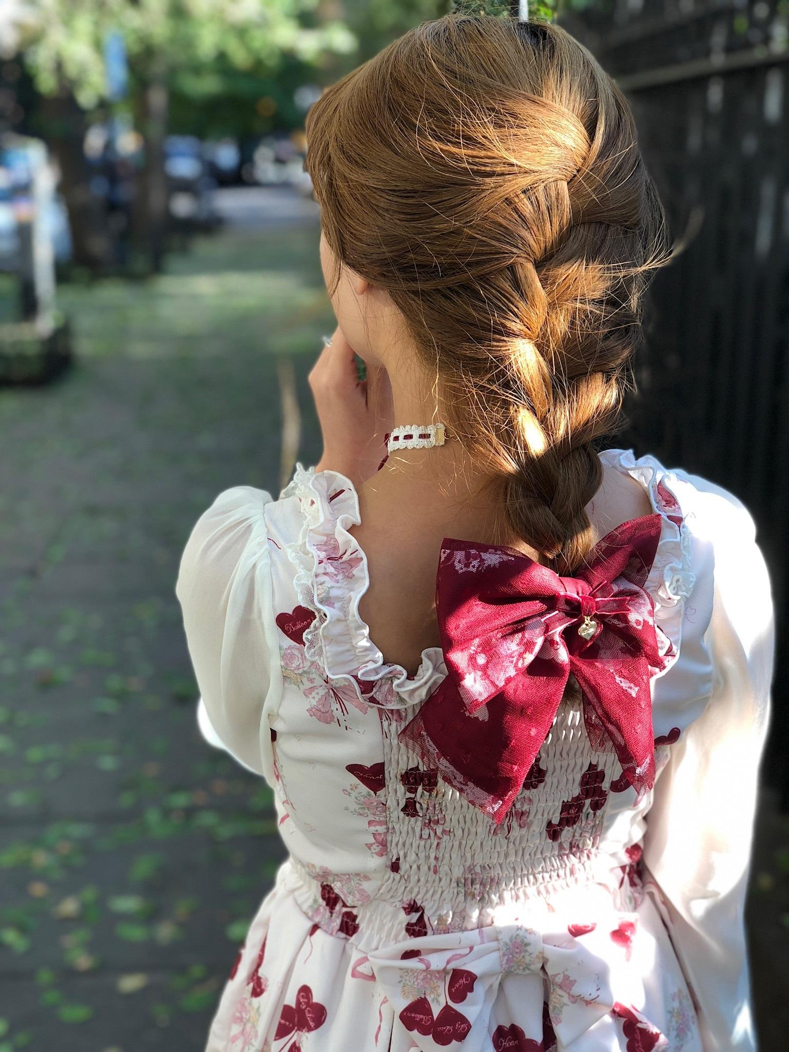 Dress, hair clip, necklace: LIZ LISA.