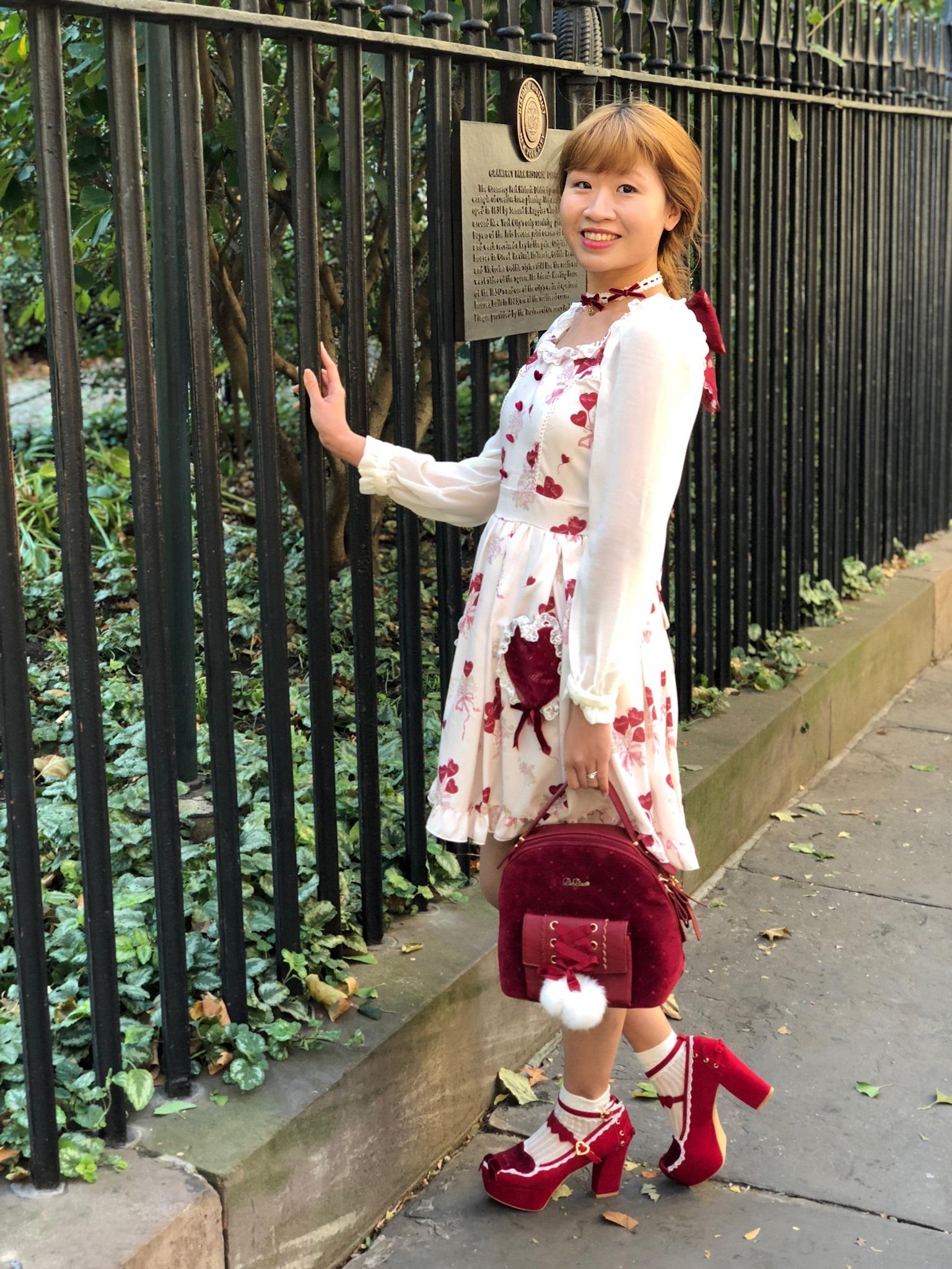 Dress, hair clip, bag, shoes, necklace: LIZ LISA.