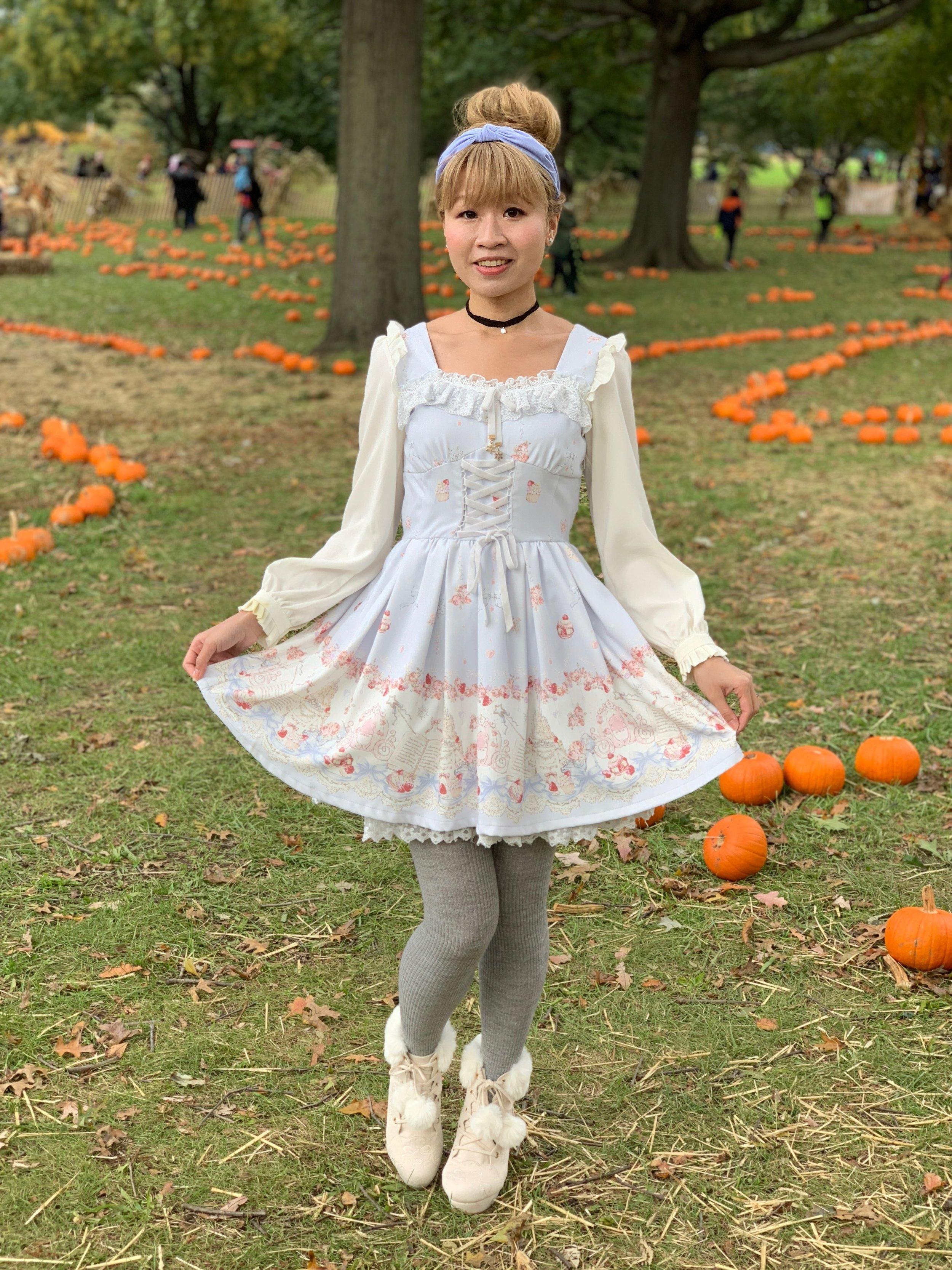 Dress: LIZ LISA; shoes: LIZ LISA; tights: Uniqlo; headband: Anthropologie; choker: Redeye.