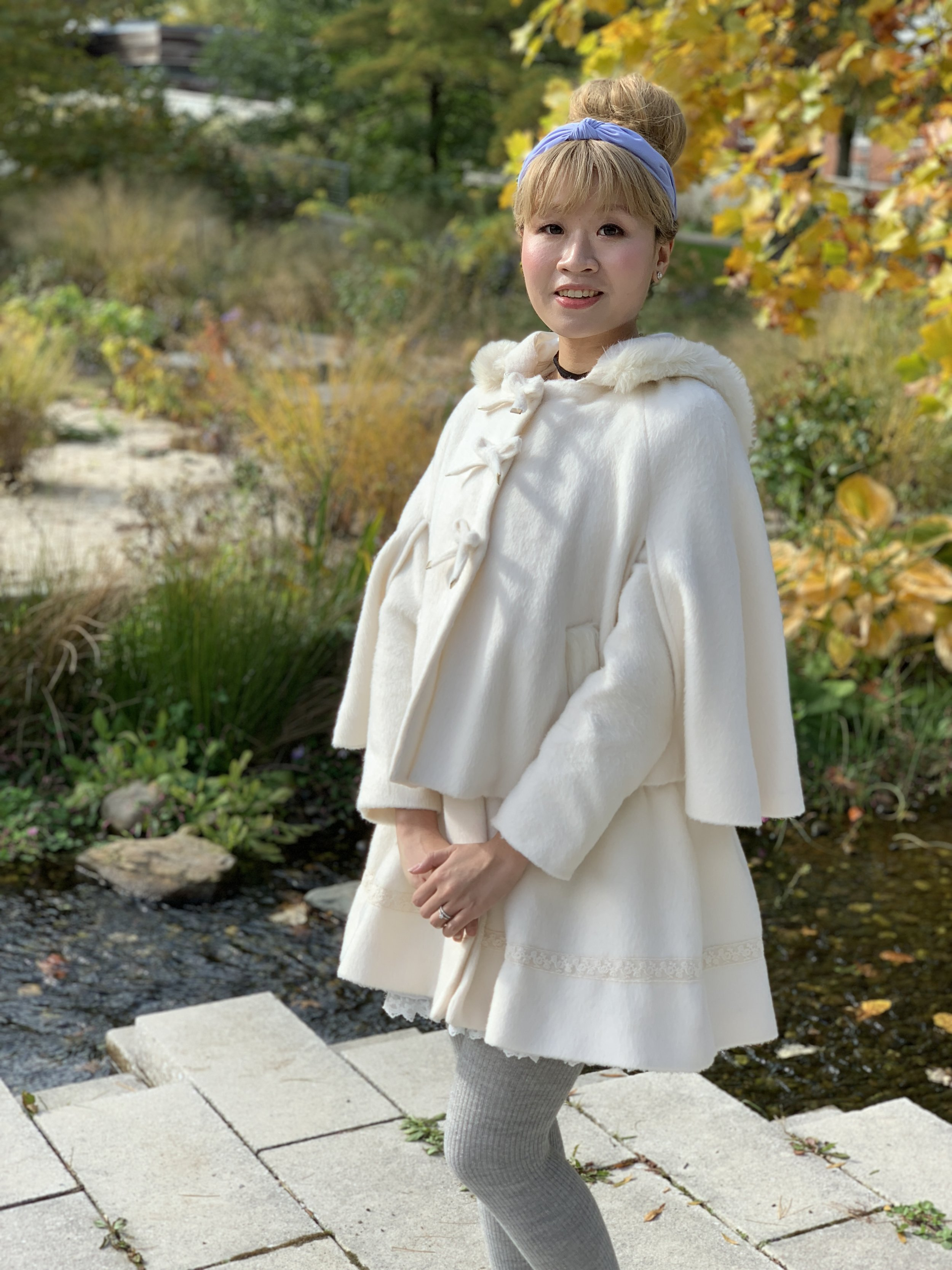 The cape and coat of this LIZ LISA outer can be worn together or separately.