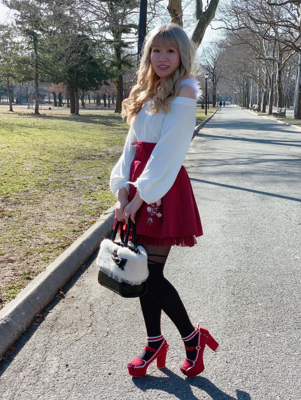 Top: LIZ LISA; skirt: LIZ LISA; bag: LODISPOTTO; tights: Calzedonia; shoes: LIZ LISA.