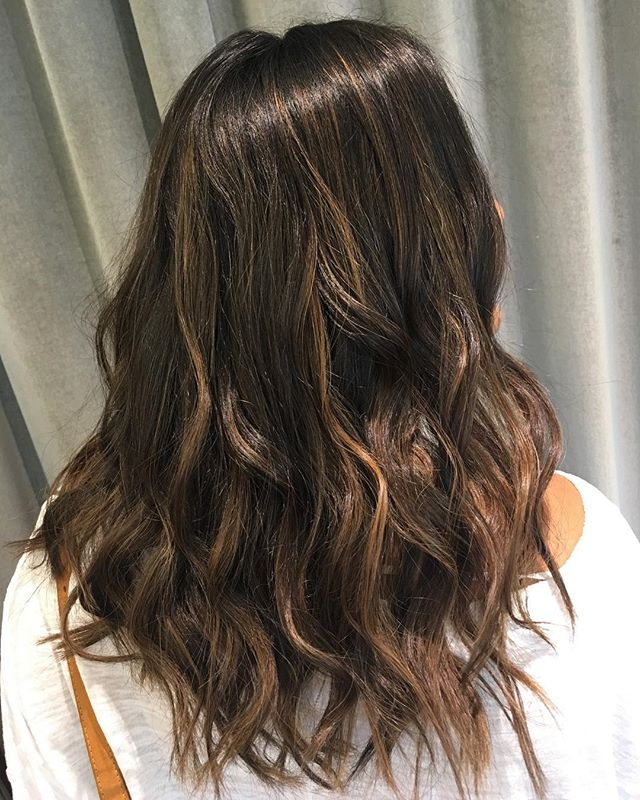 That perfect chocolate brown for Summer heading into Fall! 🍫🍫🍫 Hair by : @omgitsjackiec  #brunette #chocolate #balayage #healthyhair #schwarzkopf #beachwaves #grossepointe #salon