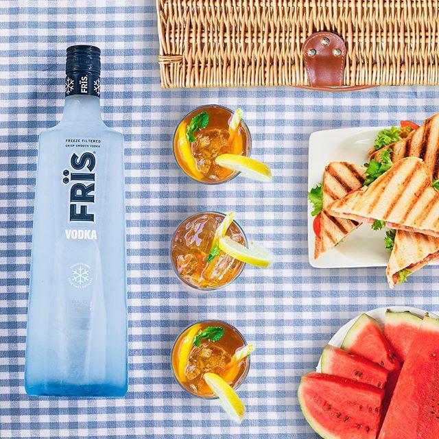 Friends pack the food. Best friends pack the Frïs. -- #Fris #FrisVodka #vodka #picnic #summerideas